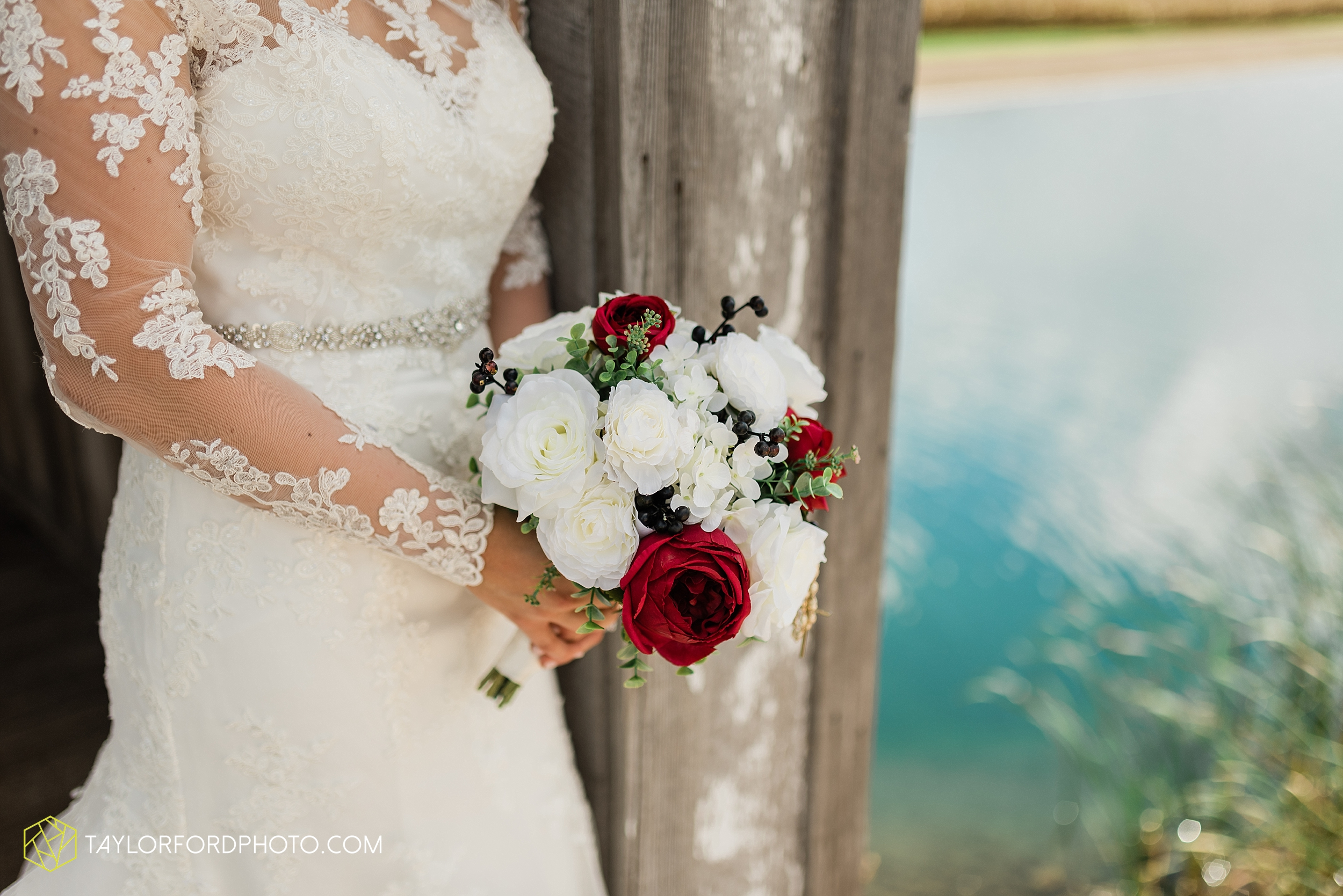 gayle-rayman-mike-steele-ottoville-ohio-wedding-immaculate-conception-parish-center-wedding-sycamore-lake-winery-wannamachers-photographer-taylor-ford-photography_0406.jpg