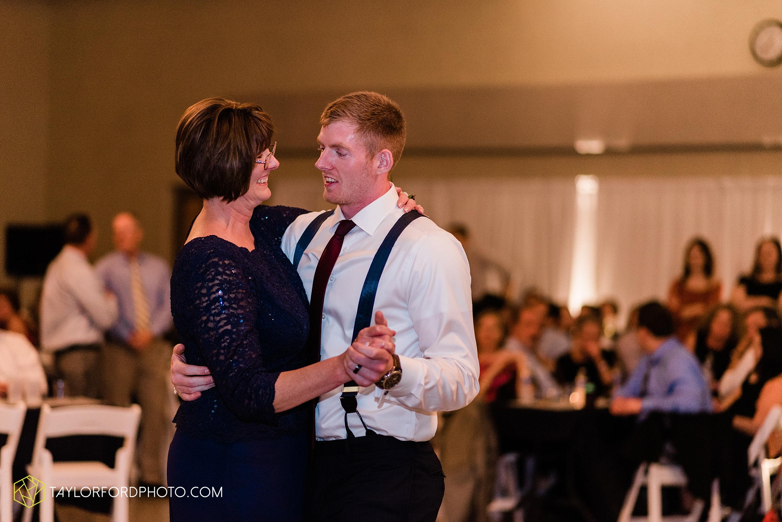 gayle-rayman-mike-steele-ottoville-ohio-wedding-immaculate-conception-parish-center-wedding-sycamore-lake-winery-wannamachers-photographer-taylor-ford-photography_0439.jpg