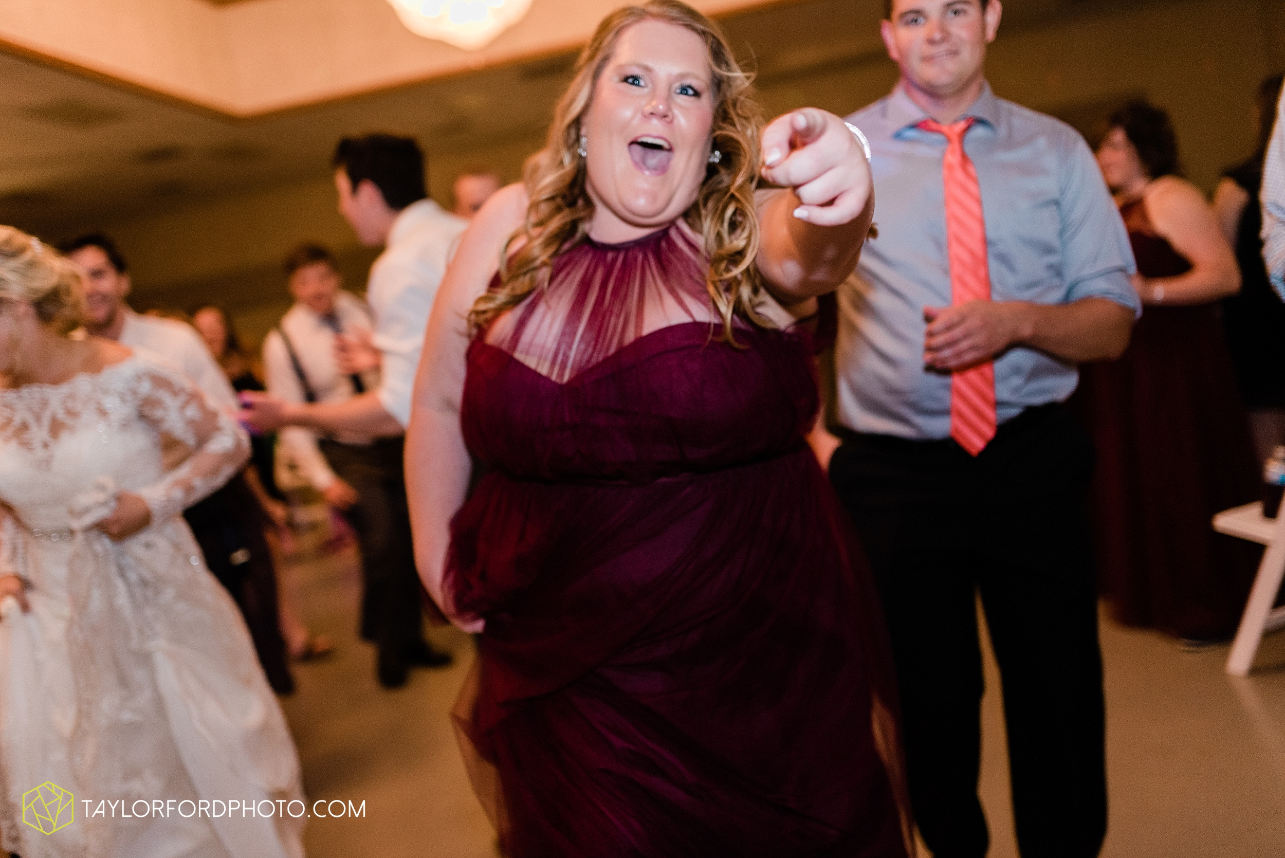gayle-rayman-mike-steele-ottoville-ohio-wedding-immaculate-conception-parish-center-wedding-sycamore-lake-winery-wannamachers-photographer-taylor-ford-photography_0458.jpg