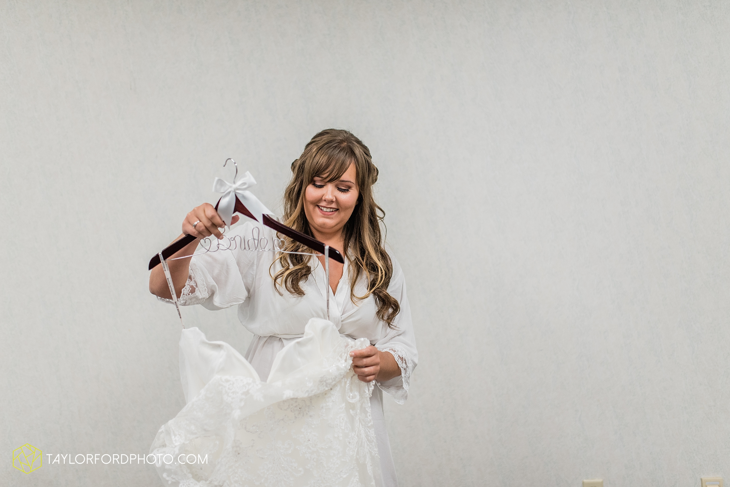 brook-loren-pokagon-state-park-angola-indiana-potowatomi-inn-wedding-fall-lake-james-photographer-taylor-ford-photography_0495.jpg