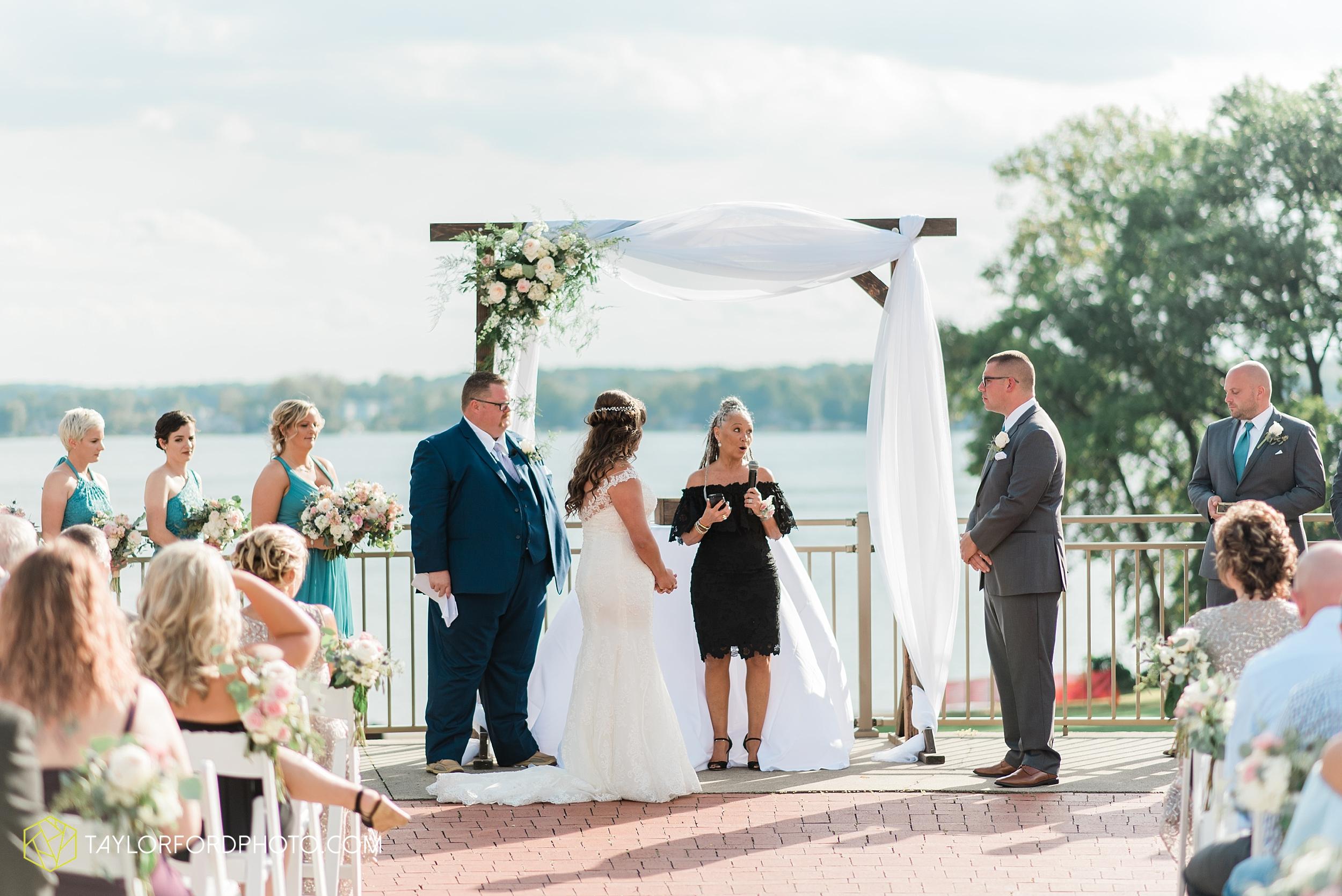 brook-loren-pokagon-state-park-angola-indiana-potowatomi-inn-wedding-fall-lake-james-photographer-taylor-ford-photography_0520.jpg