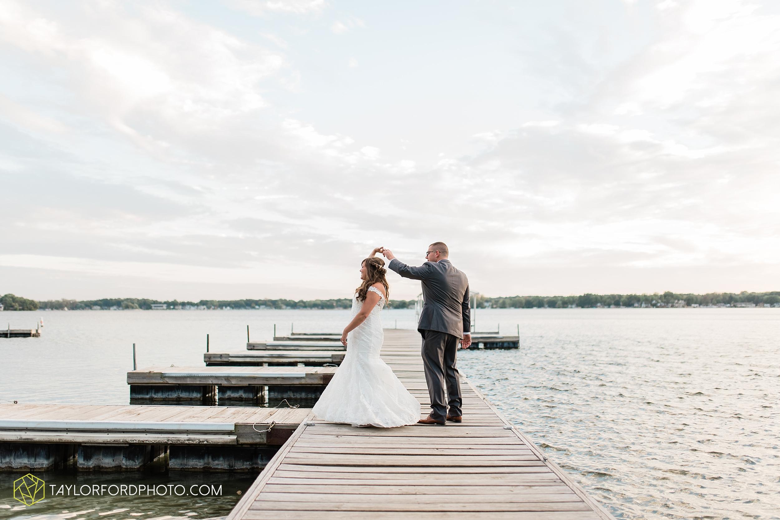 brook-loren-pokagon-state-park-angola-indiana-potowatomi-inn-wedding-fall-lake-james-photographer-taylor-ford-photography_0555.jpg