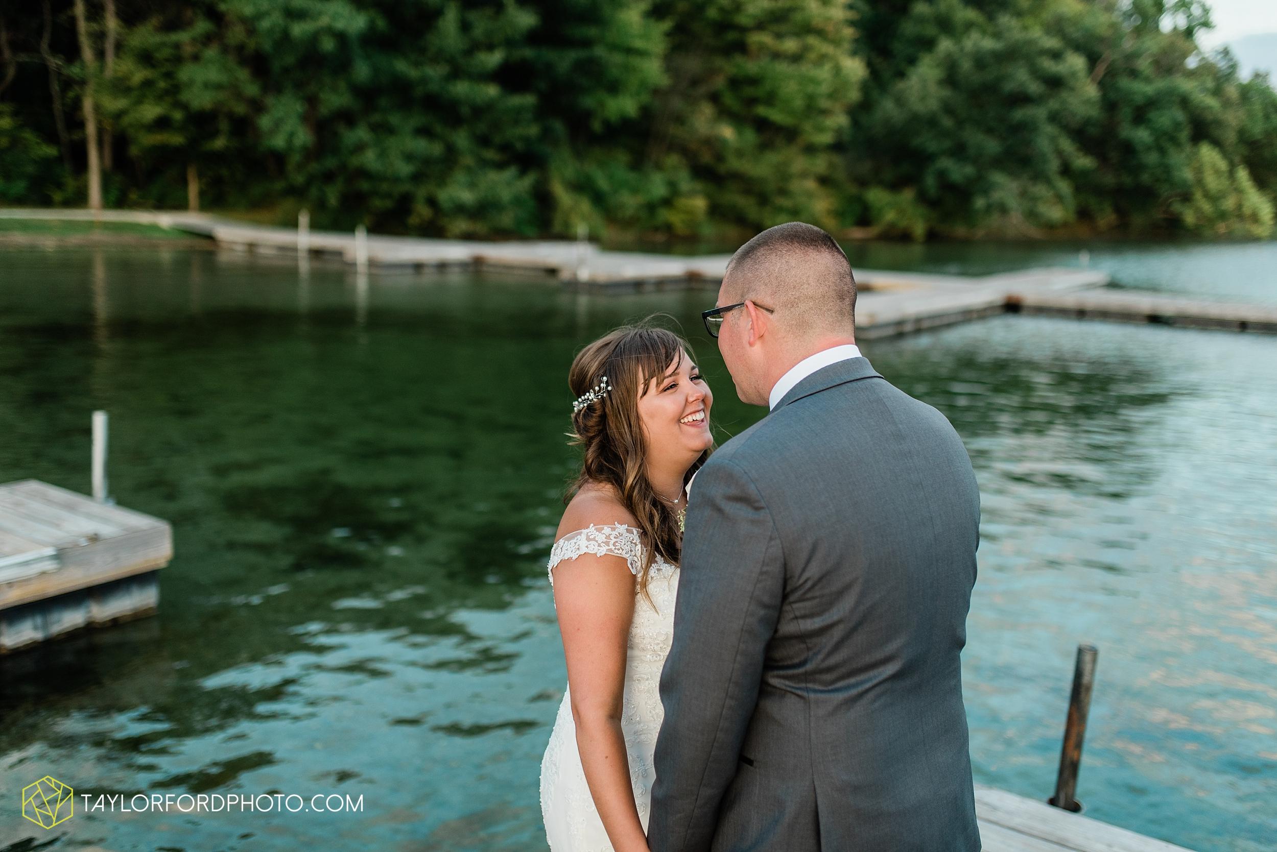 brook-loren-pokagon-state-park-angola-indiana-potowatomi-inn-wedding-fall-lake-james-photographer-taylor-ford-photography_0563.jpg