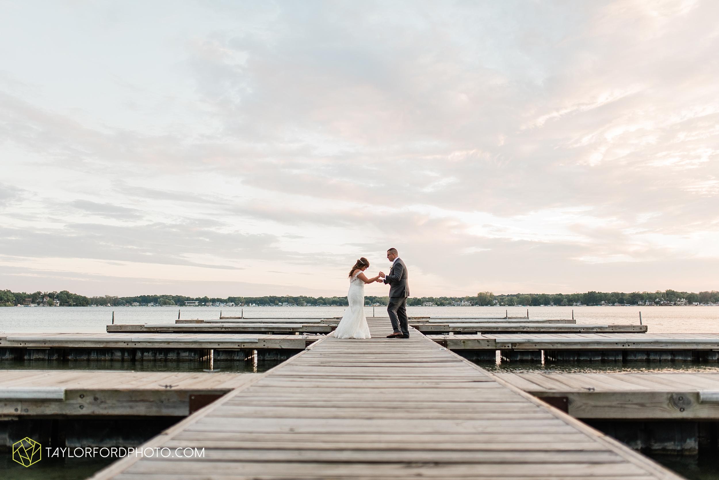 brook-loren-pokagon-state-park-angola-indiana-potowatomi-inn-wedding-fall-lake-james-photographer-taylor-ford-photography_0566.jpg