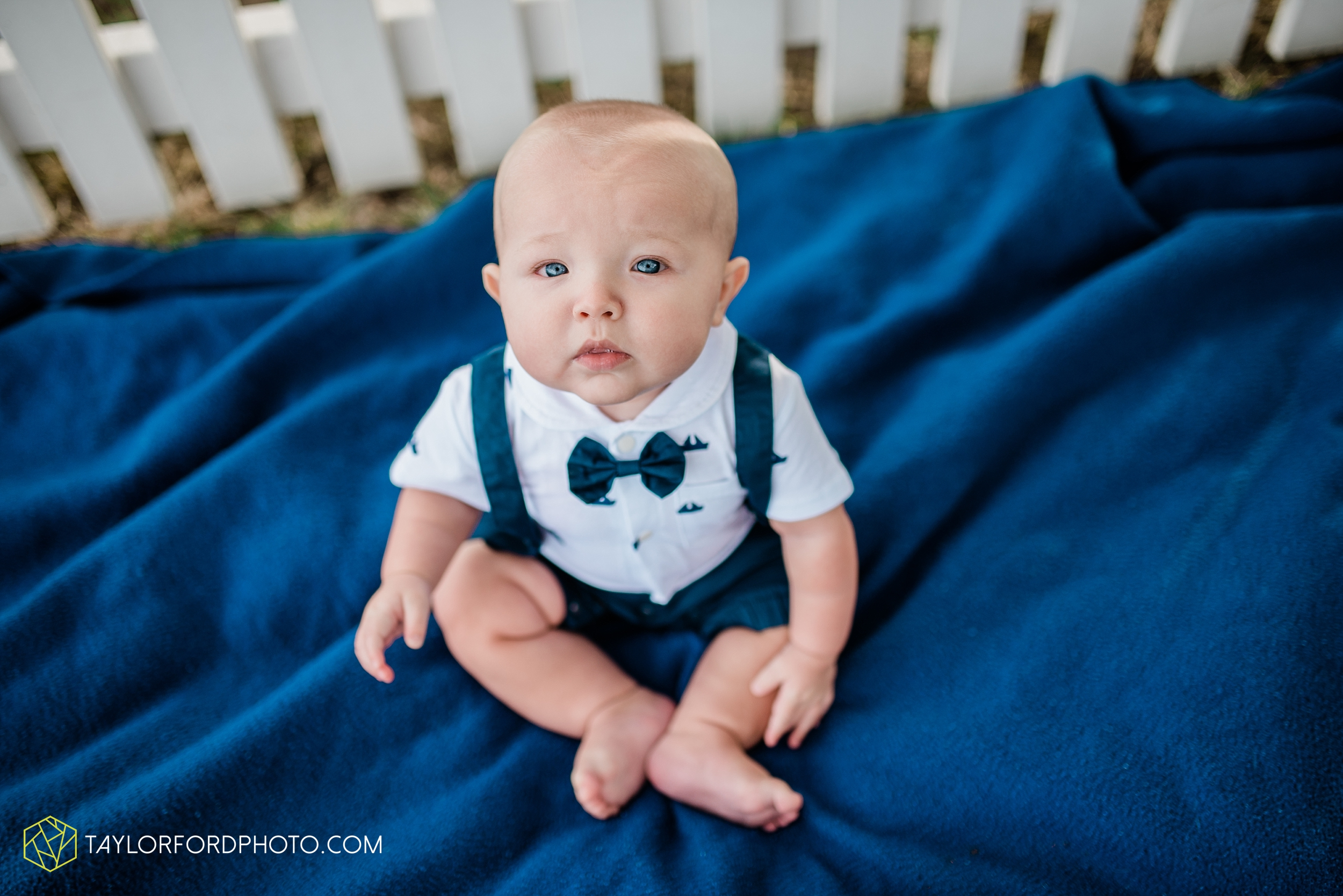 lake-wawasee-conklin-bay-lifestyle-family-september-late-fall-photographer-taylor-ford-photography_0590.jpg
