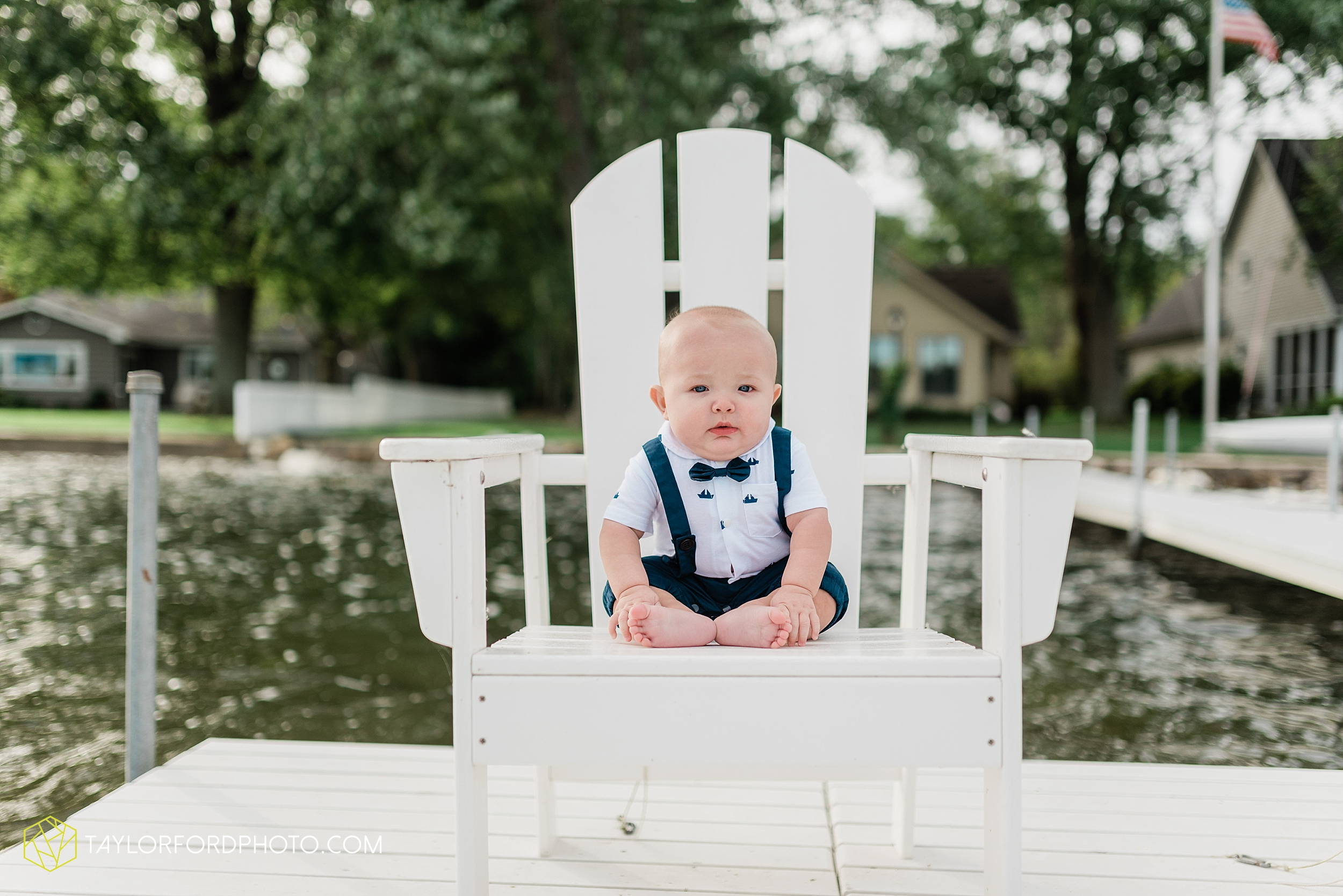 lake-wawasee-conklin-bay-lifestyle-family-september-late-fall-photographer-taylor-ford-photography_0599.jpg