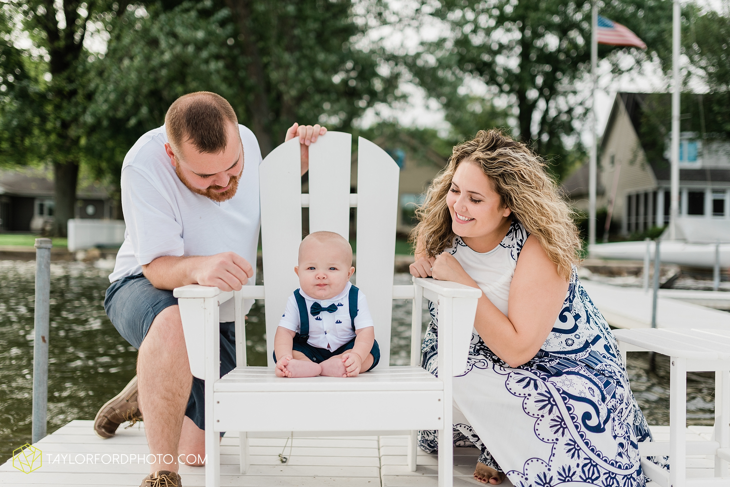 lake-wawasee-conklin-bay-lifestyle-family-september-late-fall-photographer-taylor-ford-photography_0600.jpg