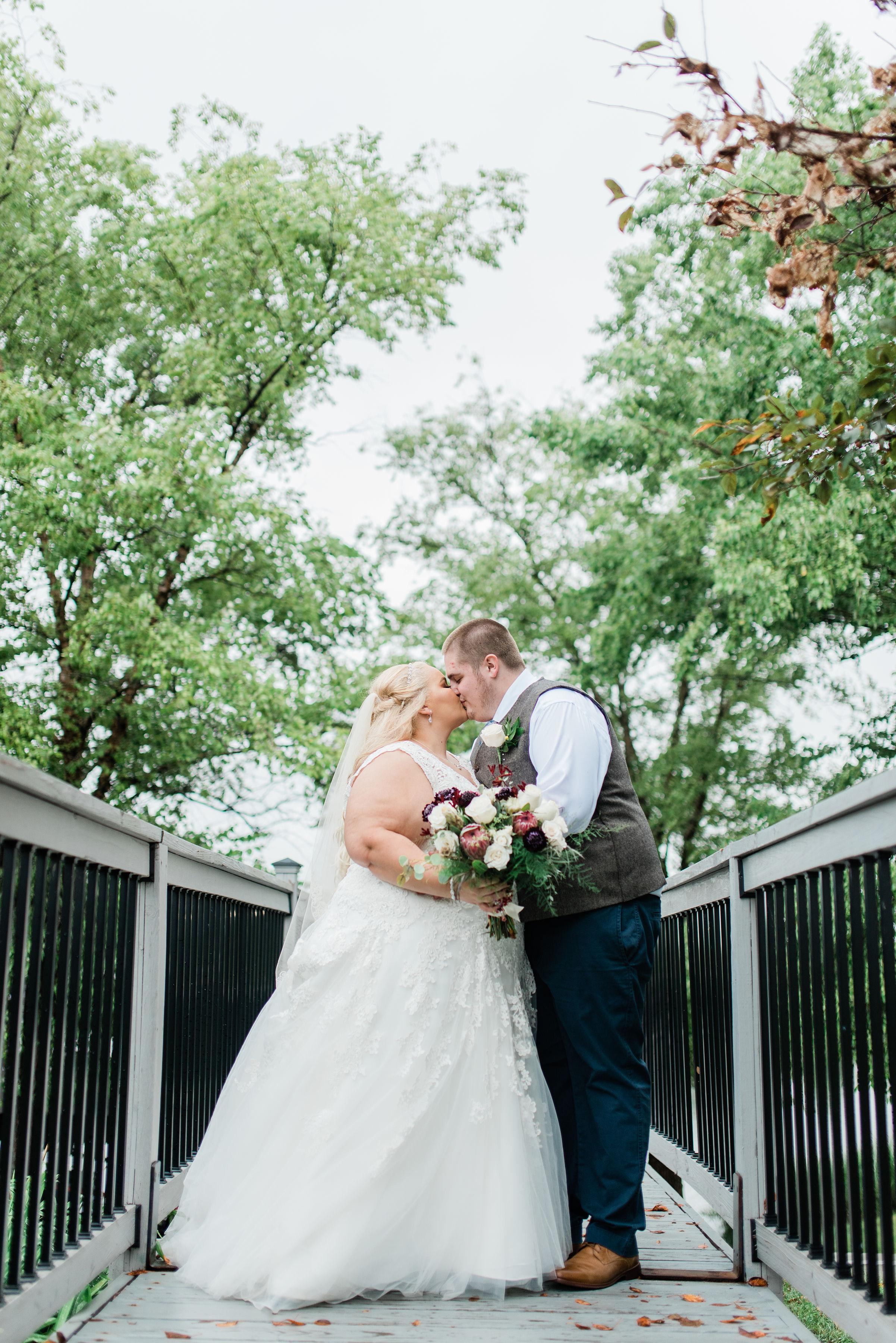 columbus-ohio-wedding-photographer-watersedge-event-conference-center