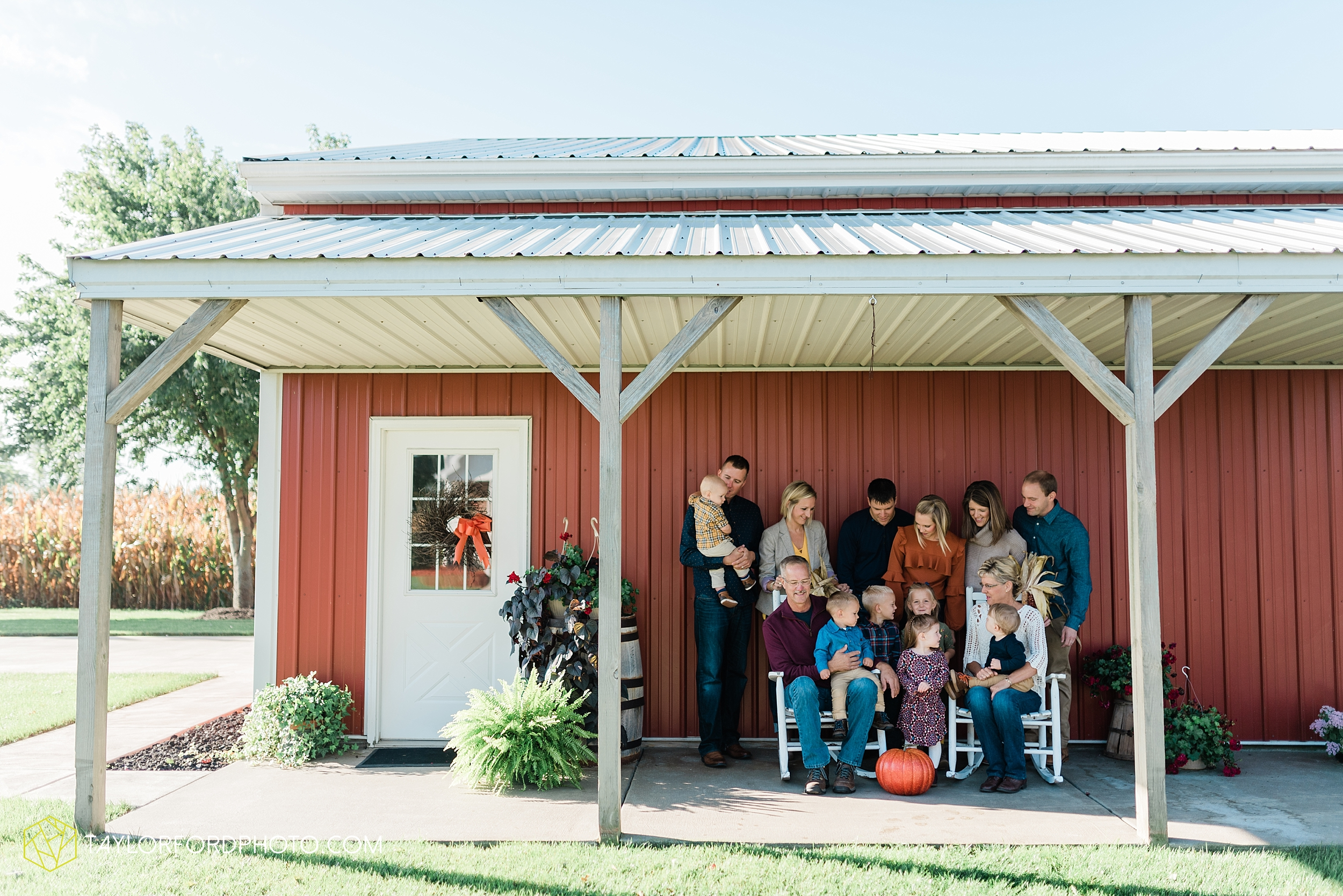 delphos-fort-jennings-ohio-at-home-lifestyle-farm-extended-family-photographer-taylor-ford-photography_0711.jpg