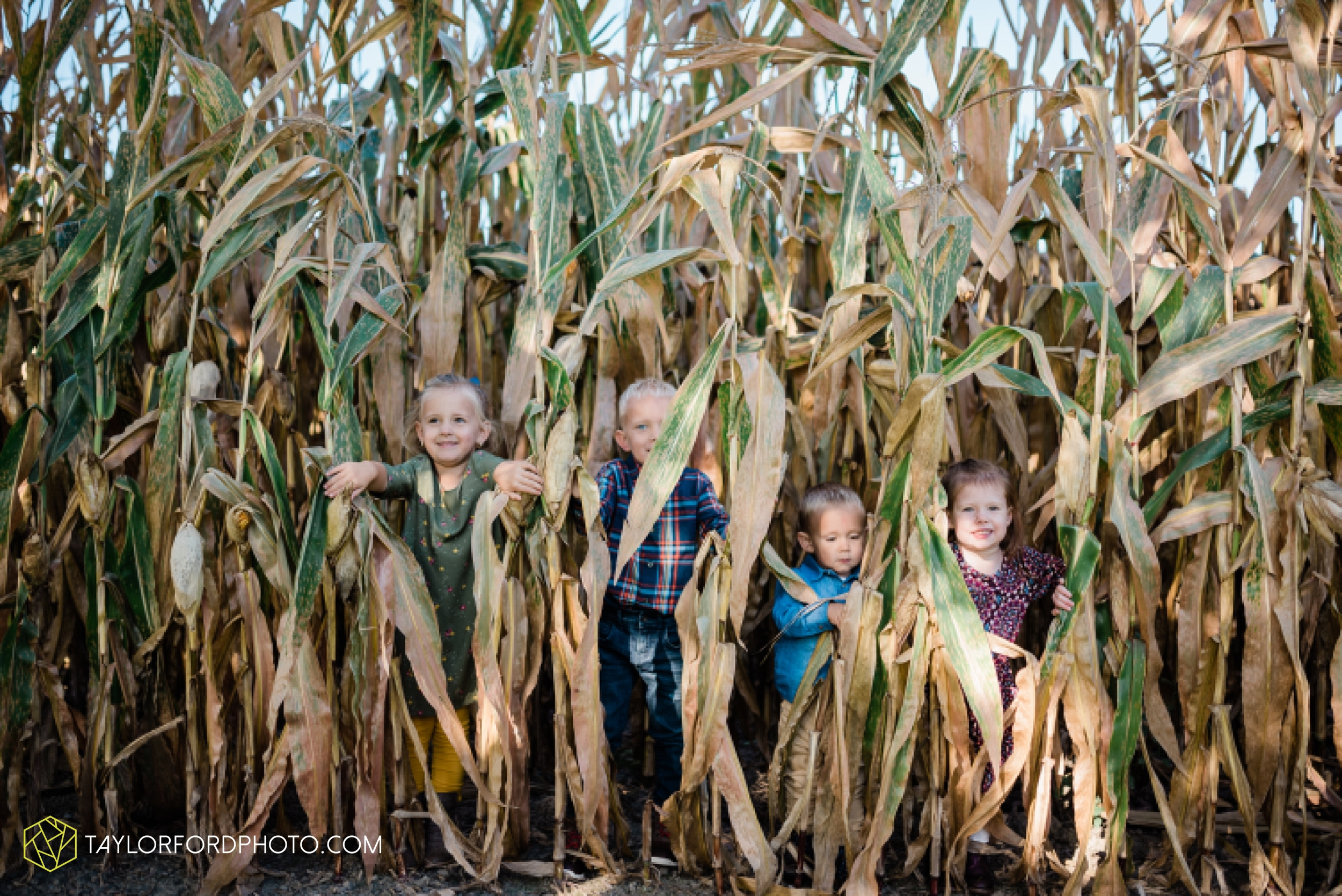 delphos-fort-jennings-ohio-at-home-lifestyle-farm-extended-family-photographer-taylor-ford-photography_0722.jpg