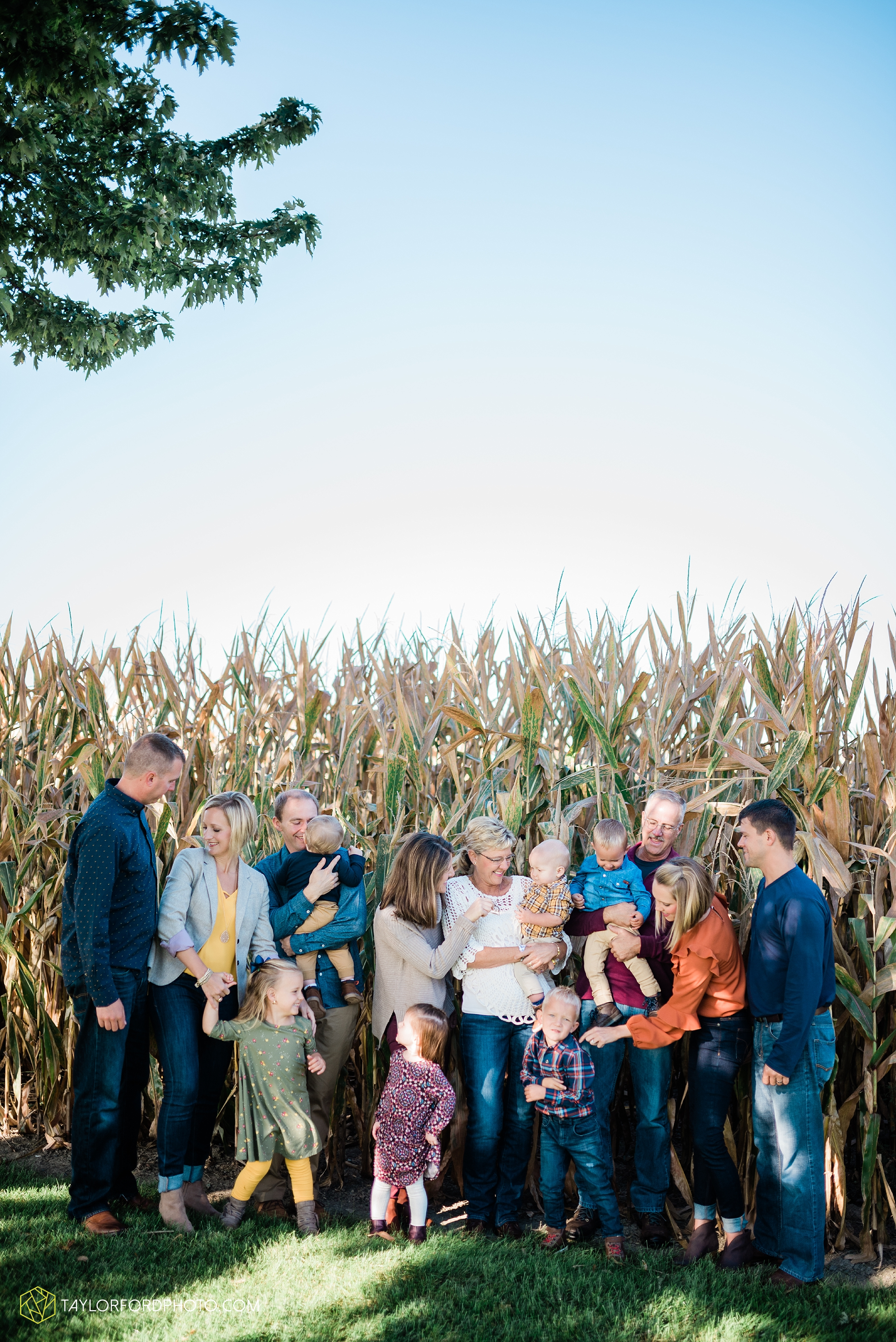 delphos-fort-jennings-ohio-at-home-lifestyle-farm-extended-family-photographer-taylor-ford-photography_0723.jpg