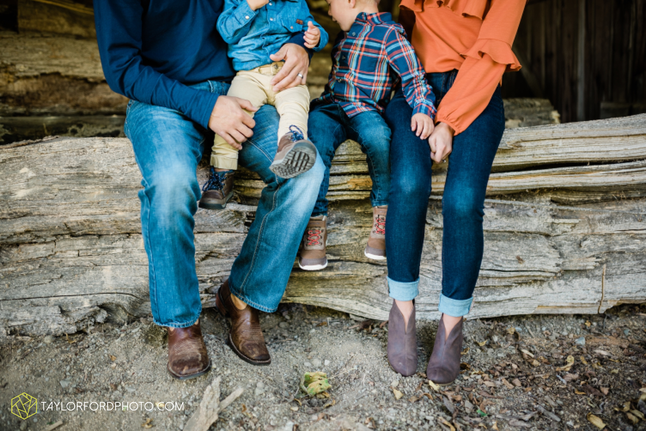 delphos-fort-jennings-ohio-at-home-lifestyle-farm-extended-family-photographer-taylor-ford-photography_0737.jpg