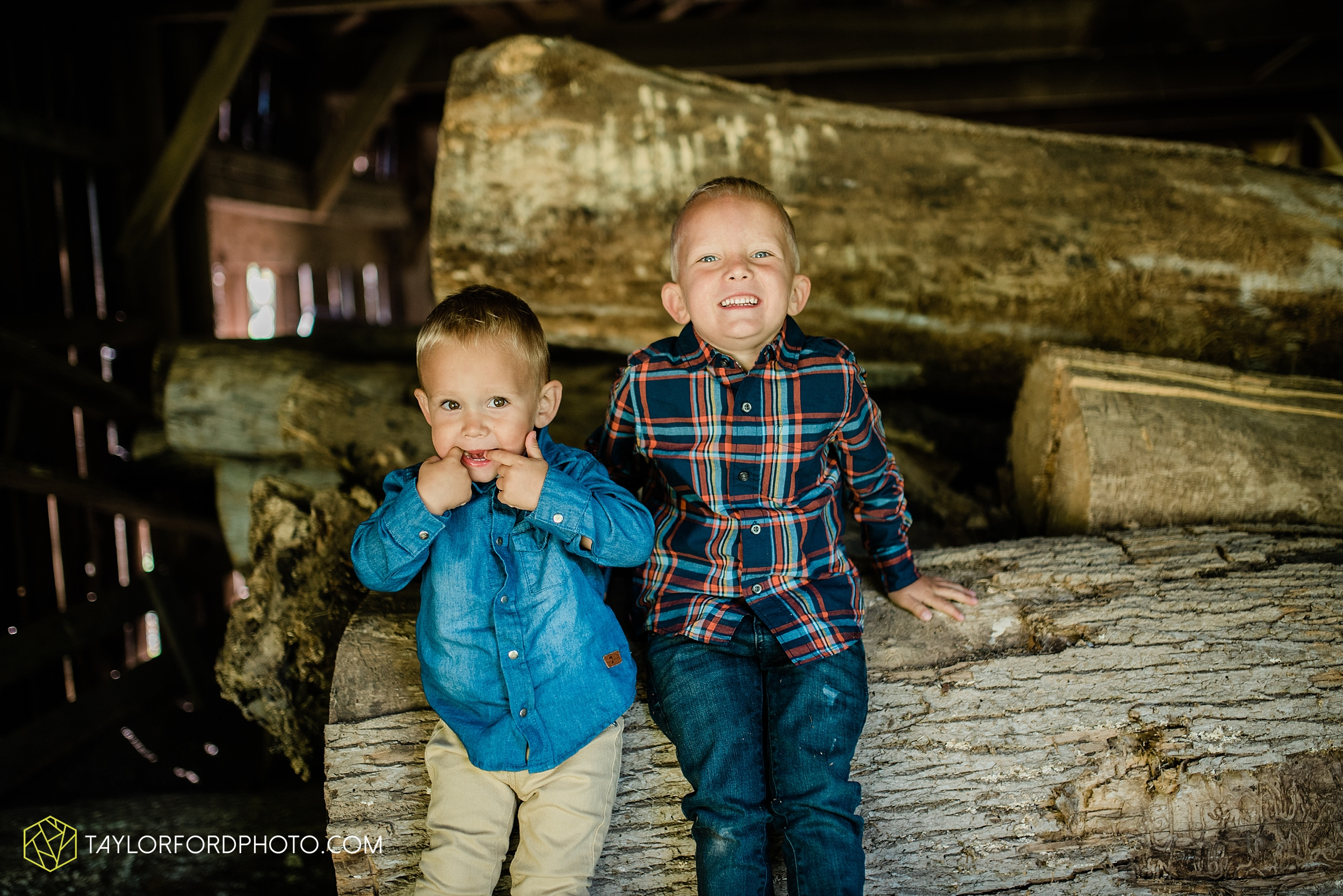 delphos-fort-jennings-ohio-at-home-lifestyle-farm-extended-family-photographer-taylor-ford-photography_0738.jpg