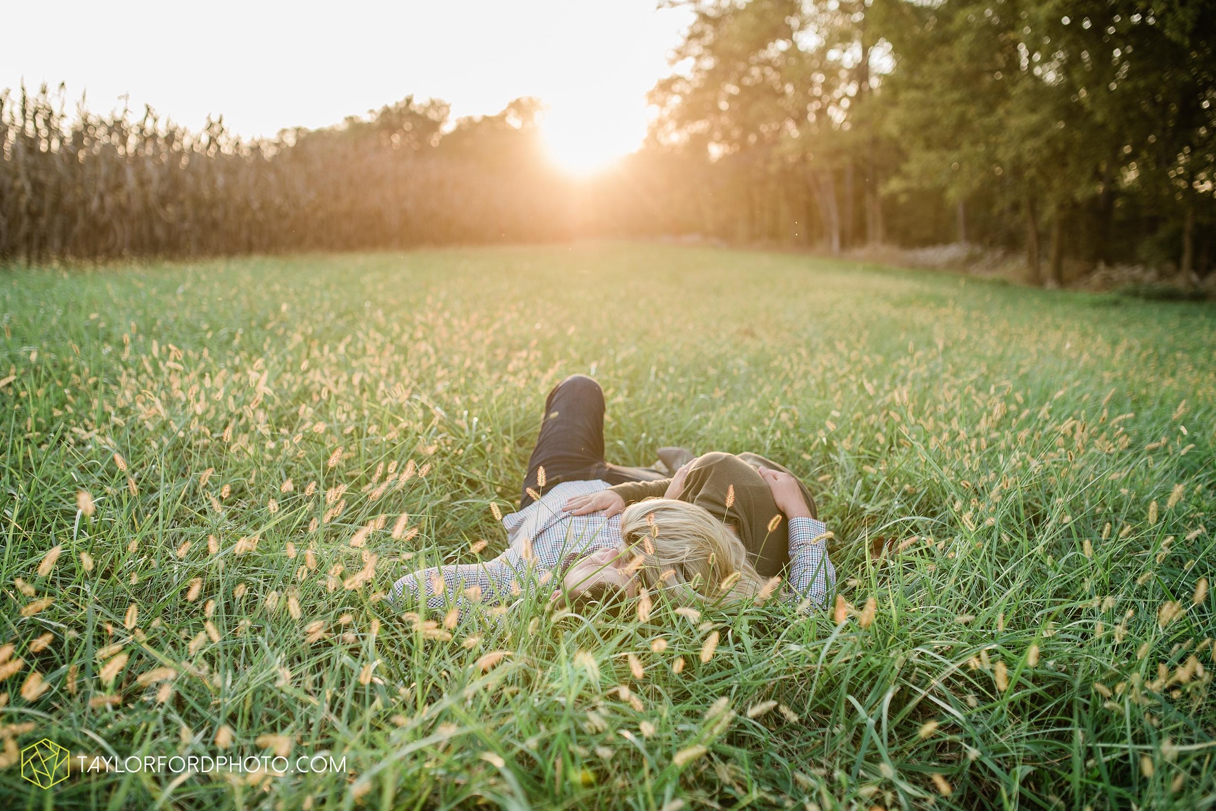 elida-lima-ohio-fall-farm-wapak-road-engagement-photographer-taylor-ford-photography_0862.jpg