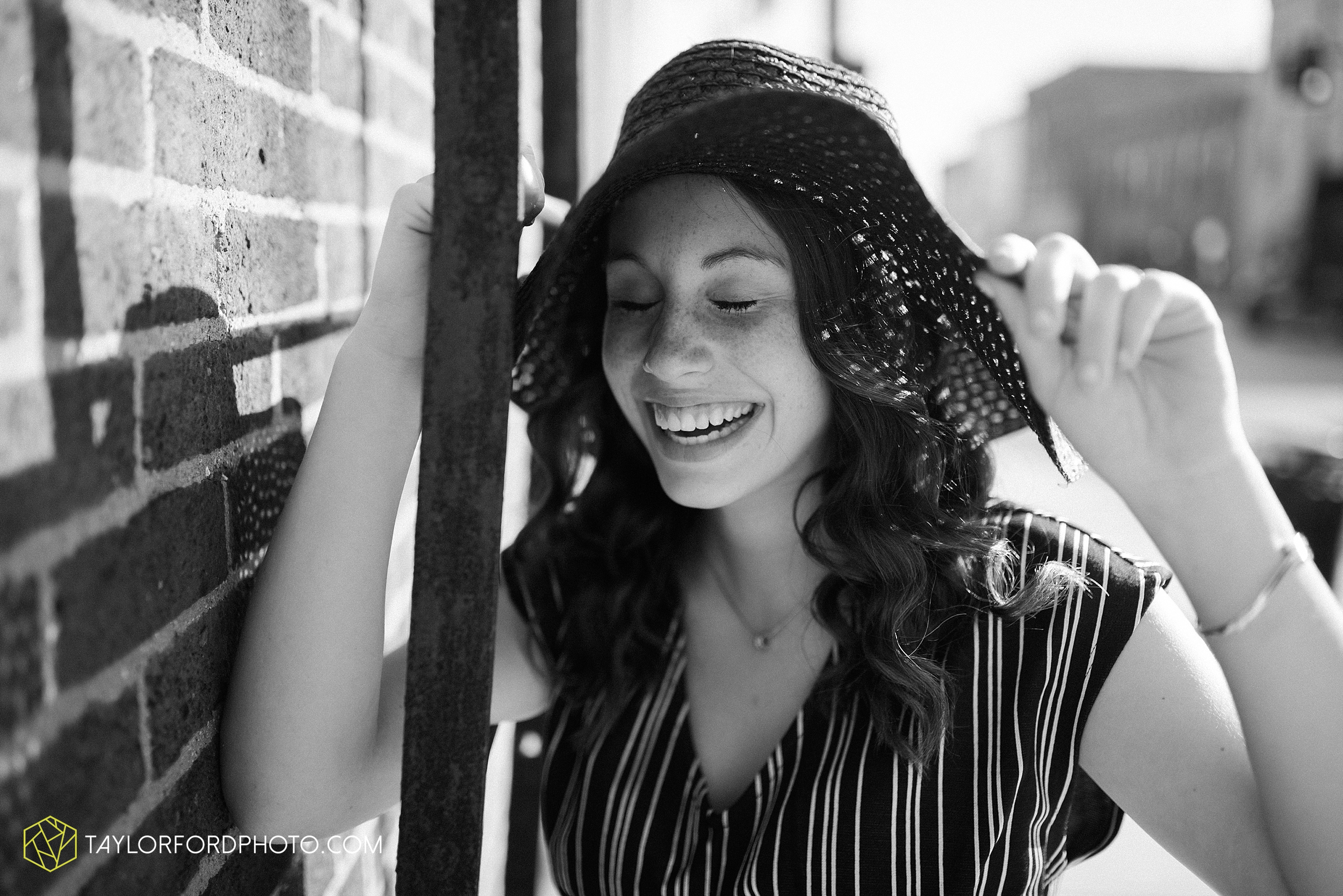 van-wert-high-school-ohio-senior-girl-downtown-cougar-photographer-taylor-ford-photography_0924.jpg