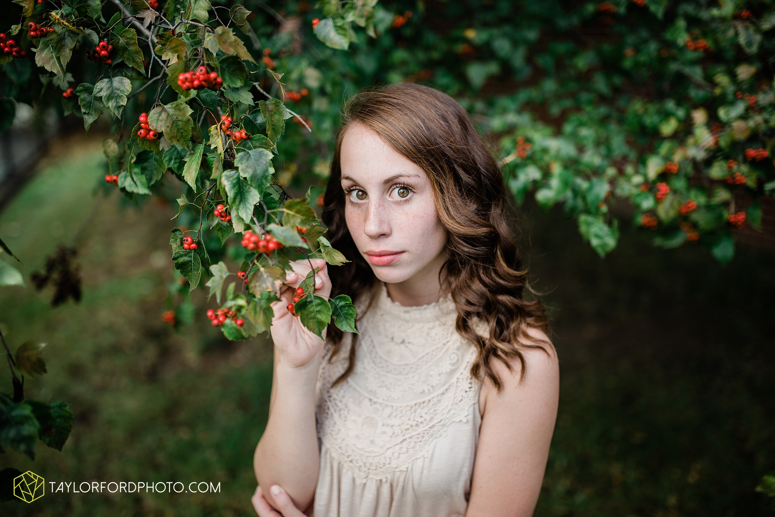 van-wert-high-school-ohio-senior-girl-downtown-cougar-photographer-taylor-ford-photography_0930.jpg