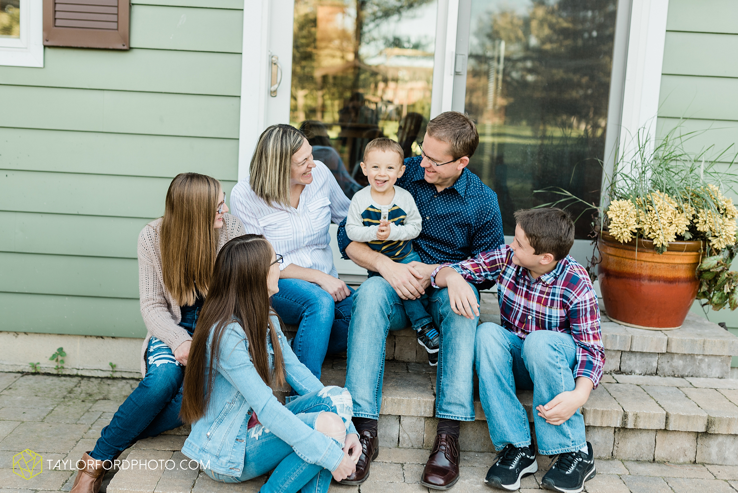 northwest-van-wert-ohio-backyard-at-home-outdoor-natural-light-stollerfamily-photographer-taylor-ford-photography_1230.jpg