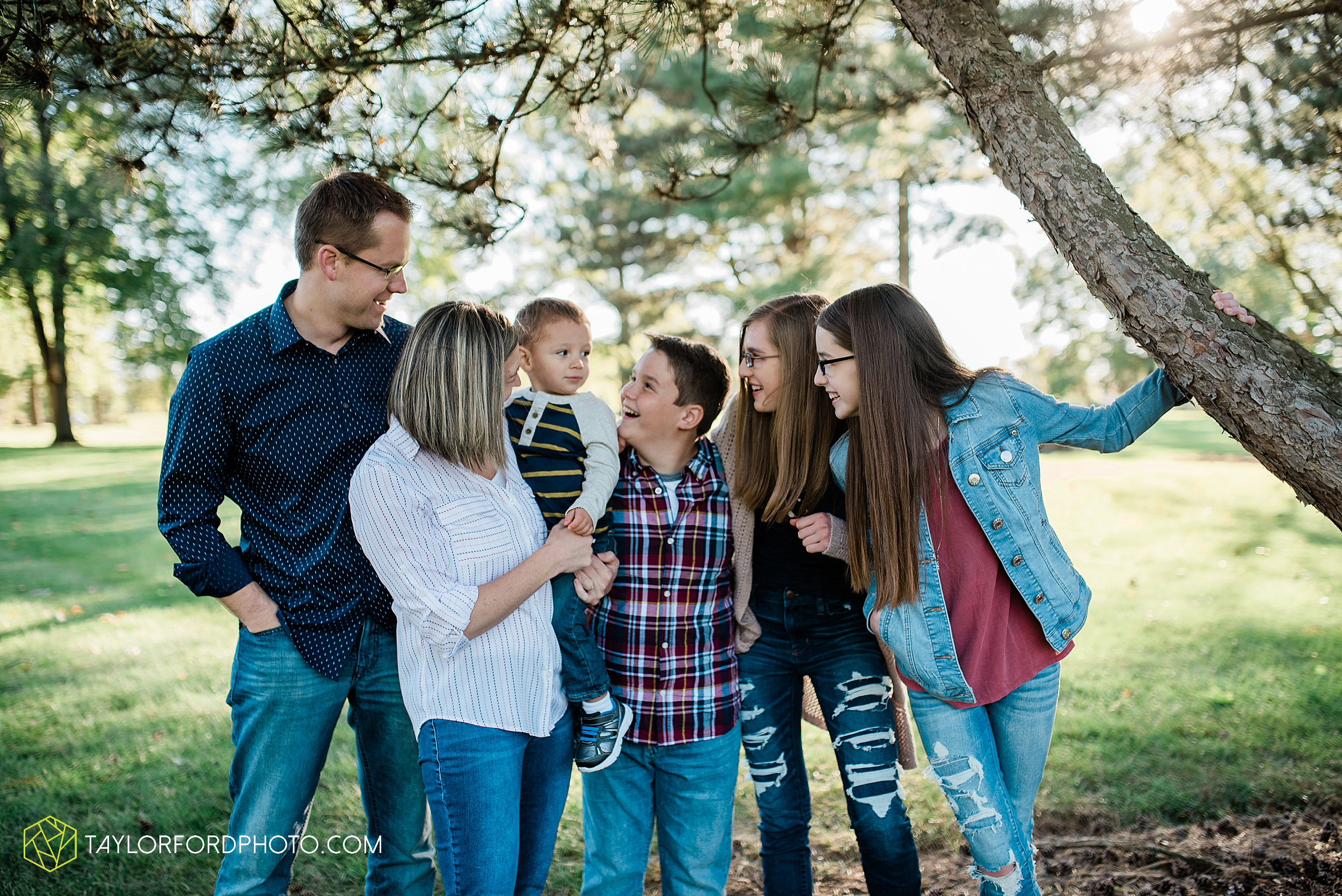 northwest-van-wert-ohio-backyard-at-home-outdoor-natural-light-stollerfamily-photographer-taylor-ford-photography_1238.jpg