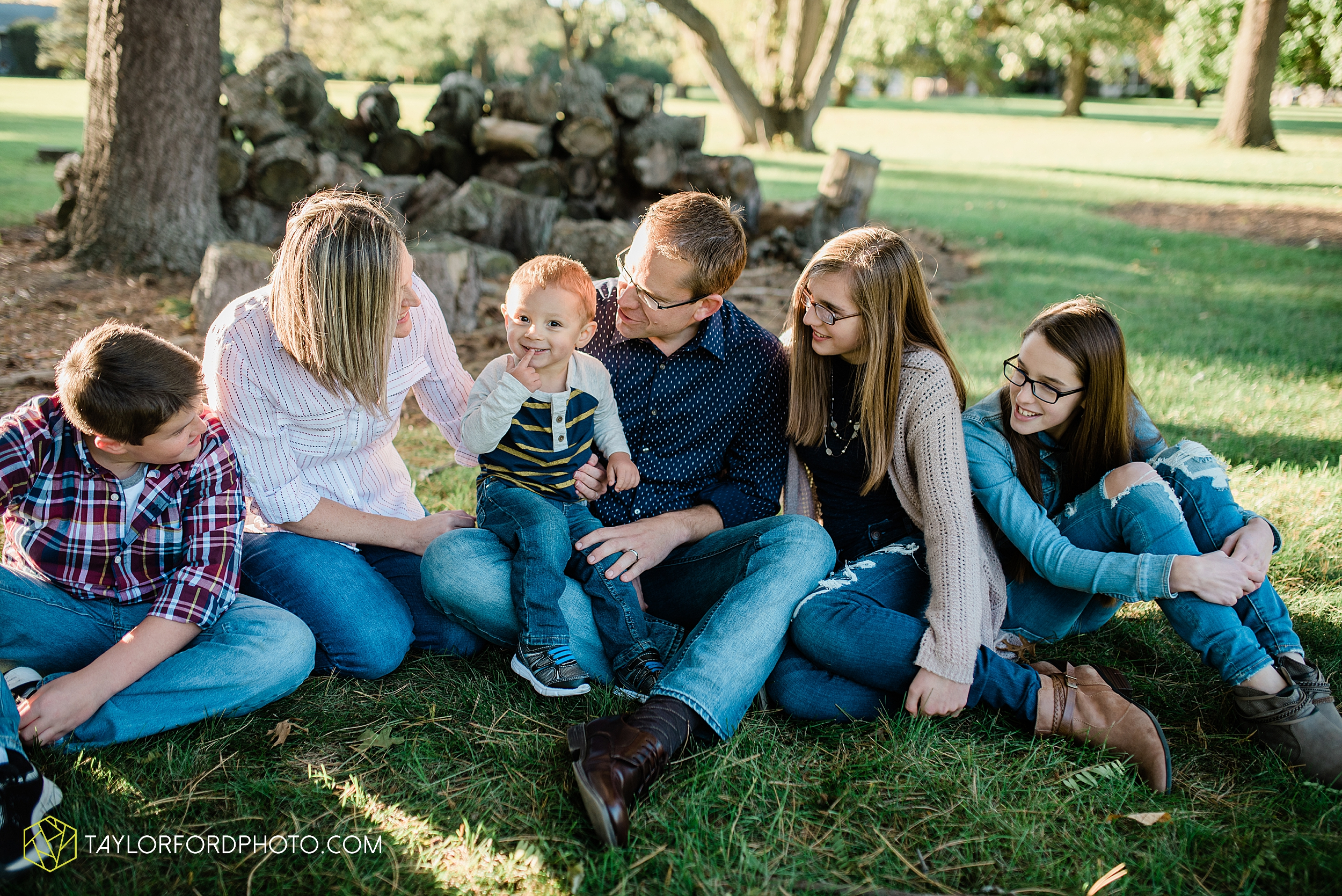 northwest-van-wert-ohio-backyard-at-home-outdoor-natural-light-stollerfamily-photographer-taylor-ford-photography_1241.jpg