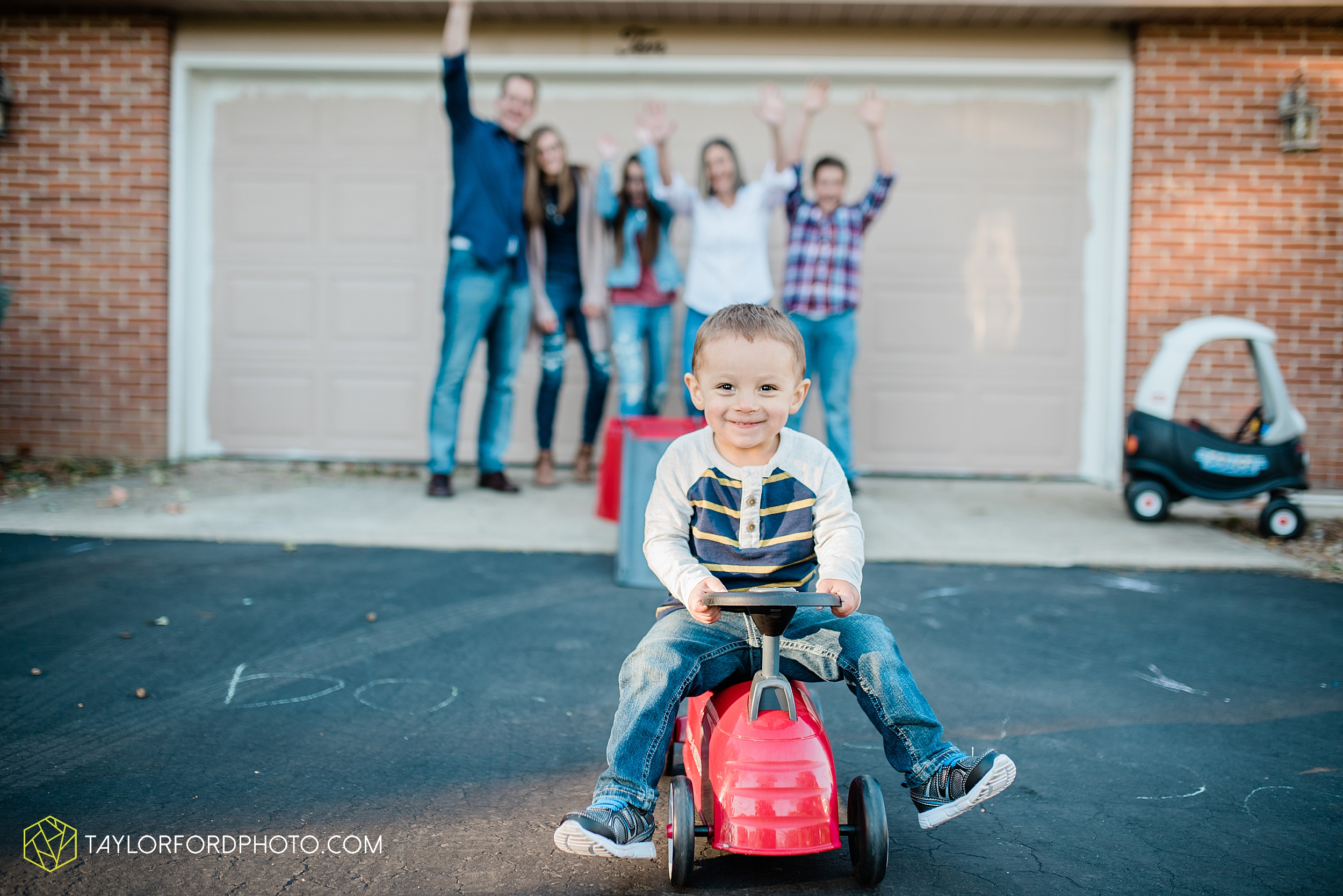 northwest-van-wert-ohio-backyard-at-home-outdoor-natural-light-stollerfamily-photographer-taylor-ford-photography_1249.jpg