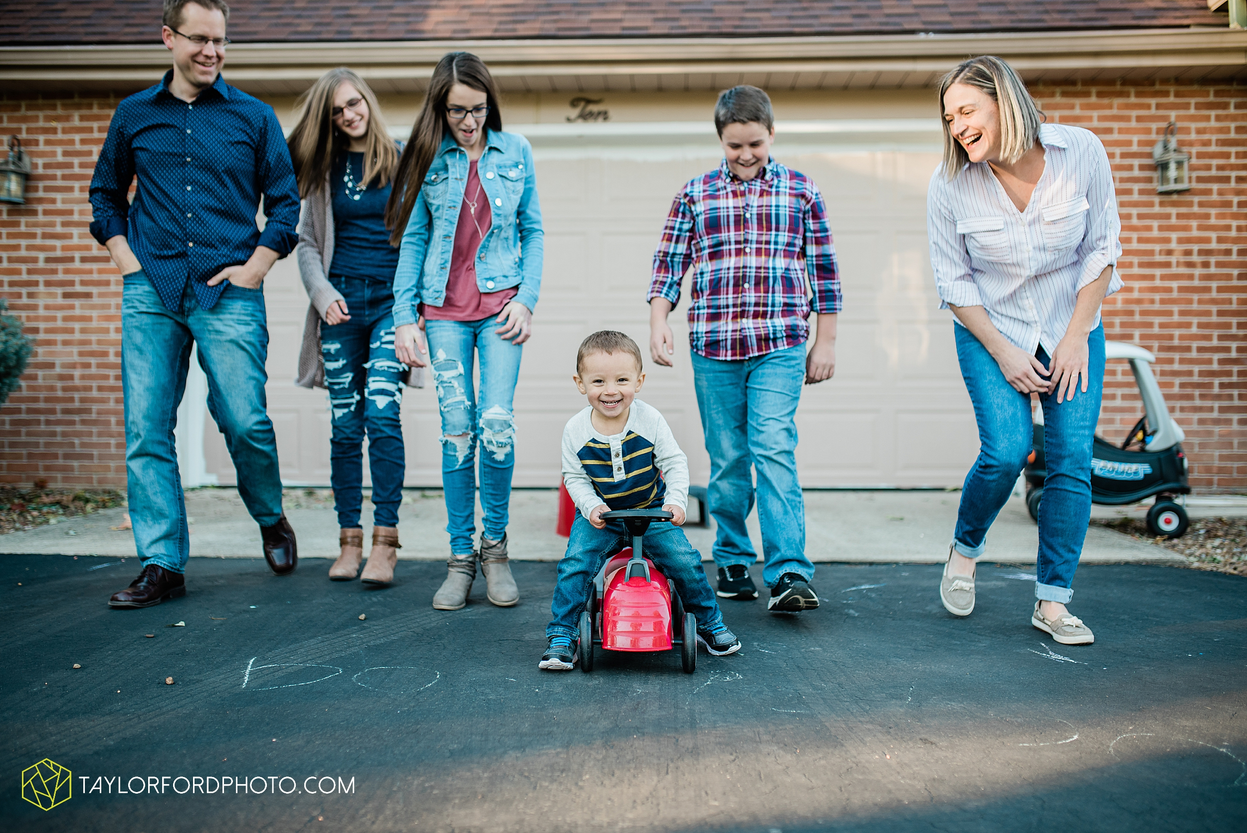 northwest-van-wert-ohio-backyard-at-home-outdoor-natural-light-stollerfamily-photographer-taylor-ford-photography_1250.jpg