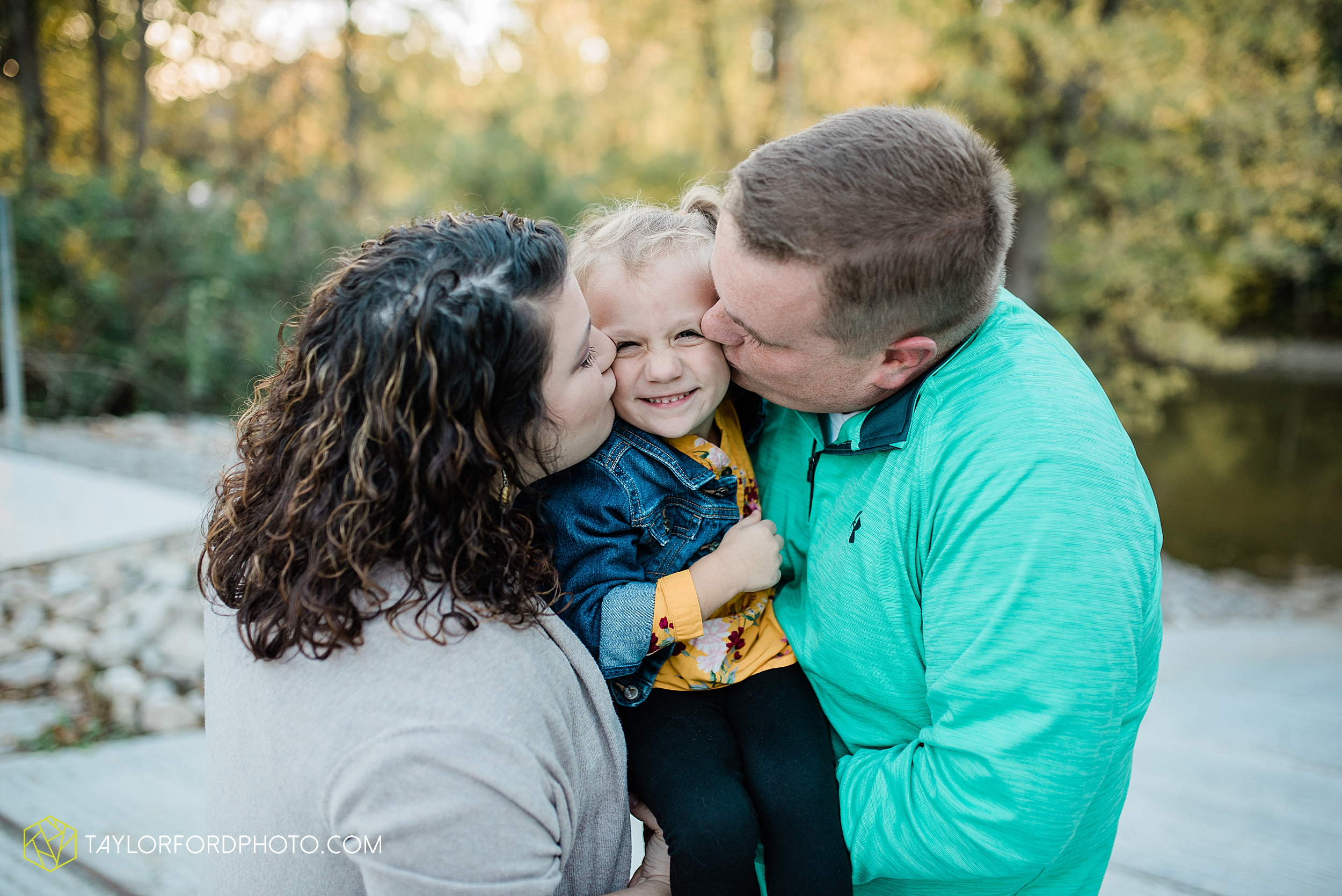 hogan-northeast-fort-wayne-indiana-family-fall-photographer-taylor-ford-photography_1372.jpg