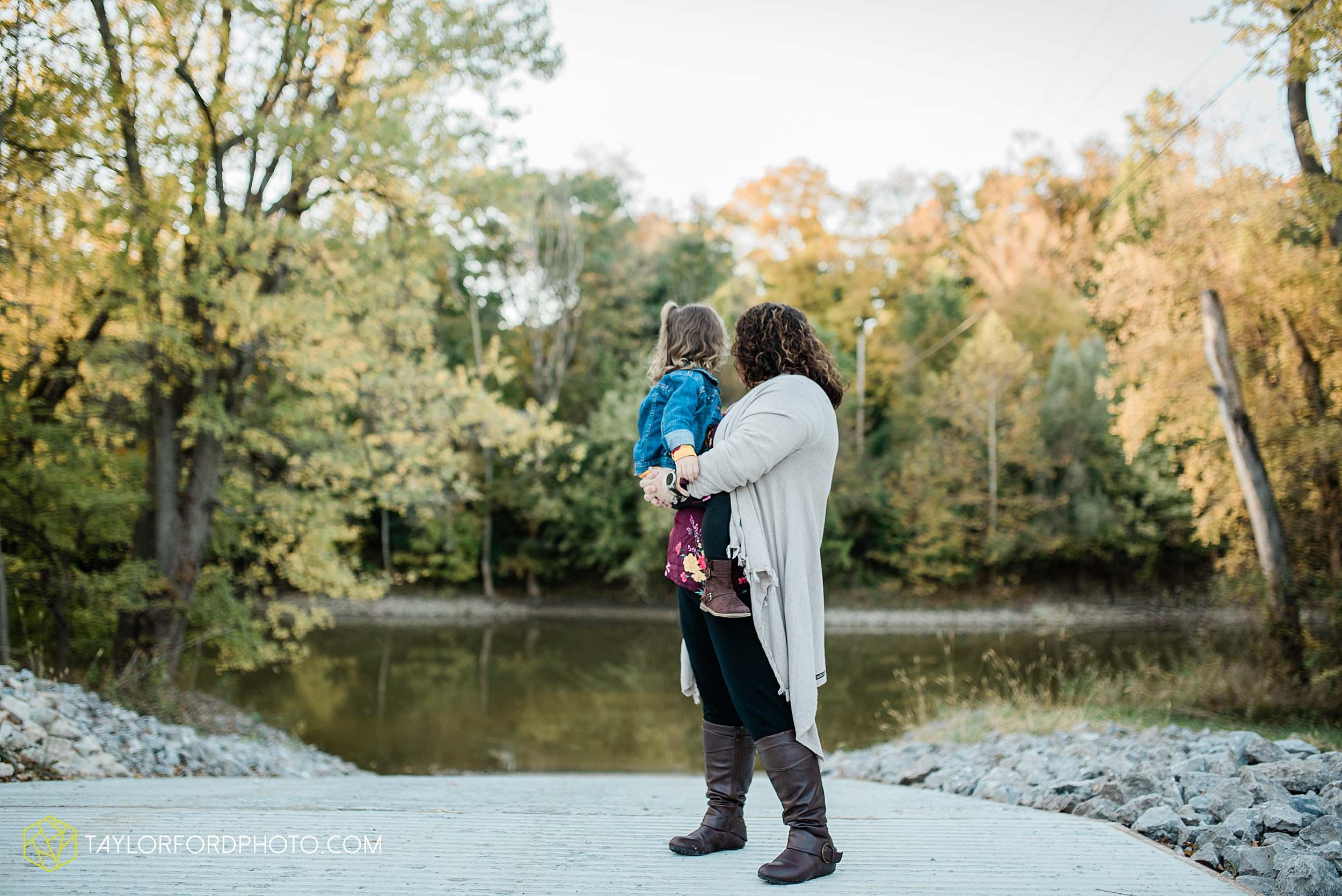 hogan-northeast-fort-wayne-indiana-family-fall-photographer-taylor-ford-photography_1375.jpg