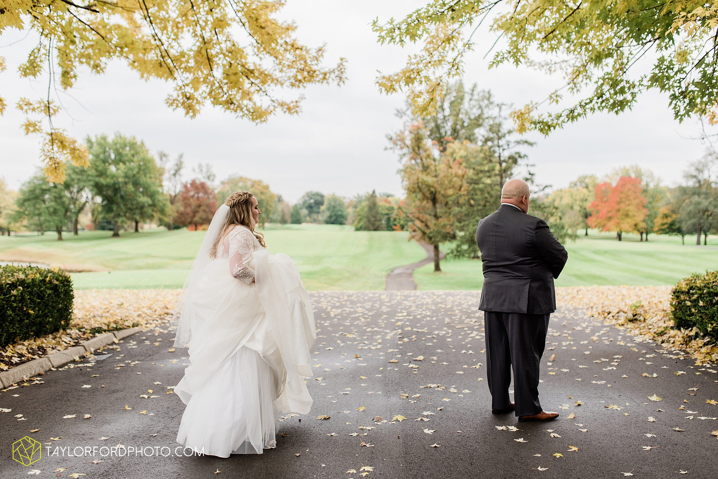 madi-devin-getts-minear-orchard-ridge-golf-club-outdoor-pin-up-curls-downtown-southwest-fort-wayne-indiana-wedding-fall-photographer-taylor-ford-photography_1412.jpg