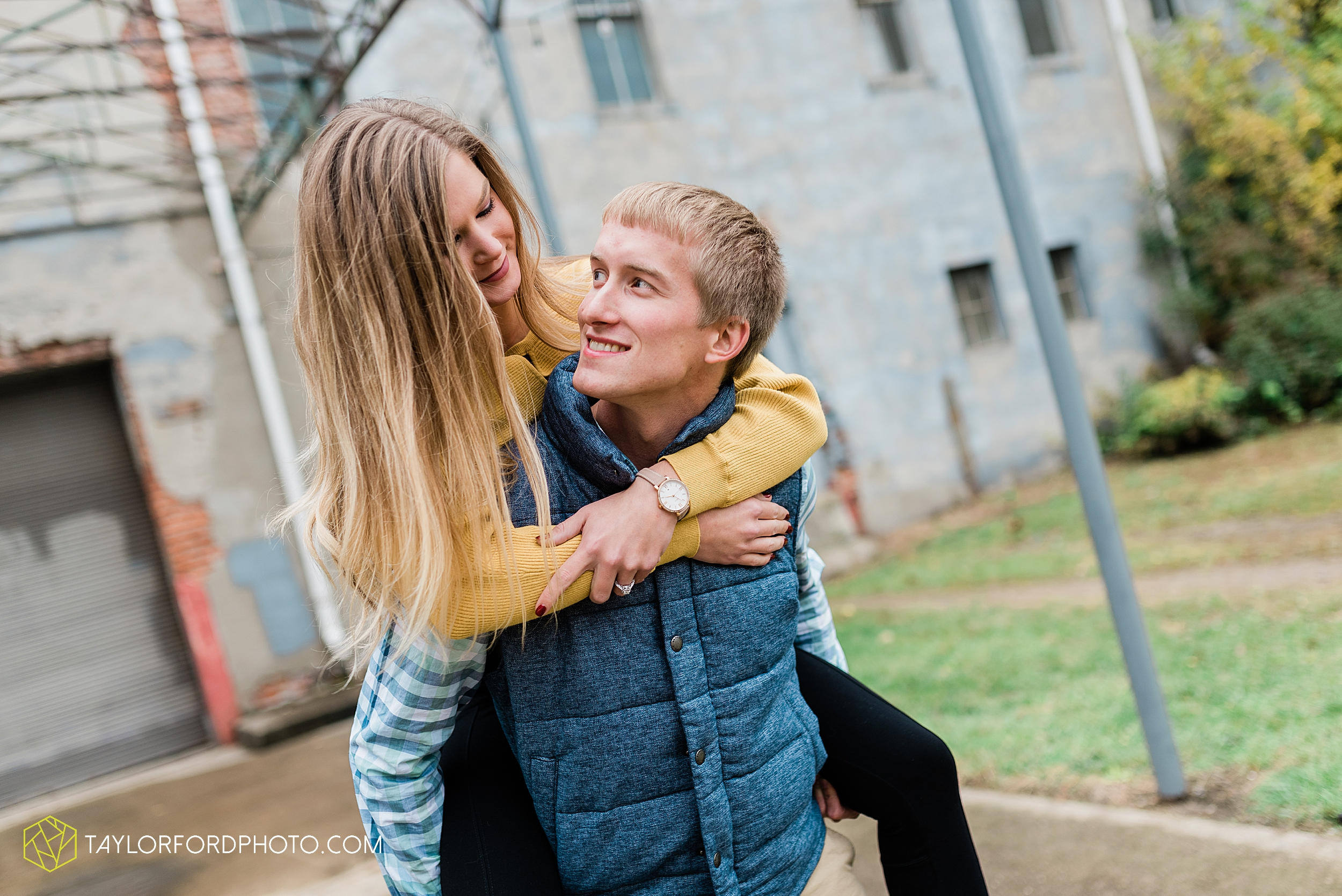 joce-chris-downtown-toledo-museum-of-art-engagement-fall-photographer-taylor-ford-photography_1481.jpg