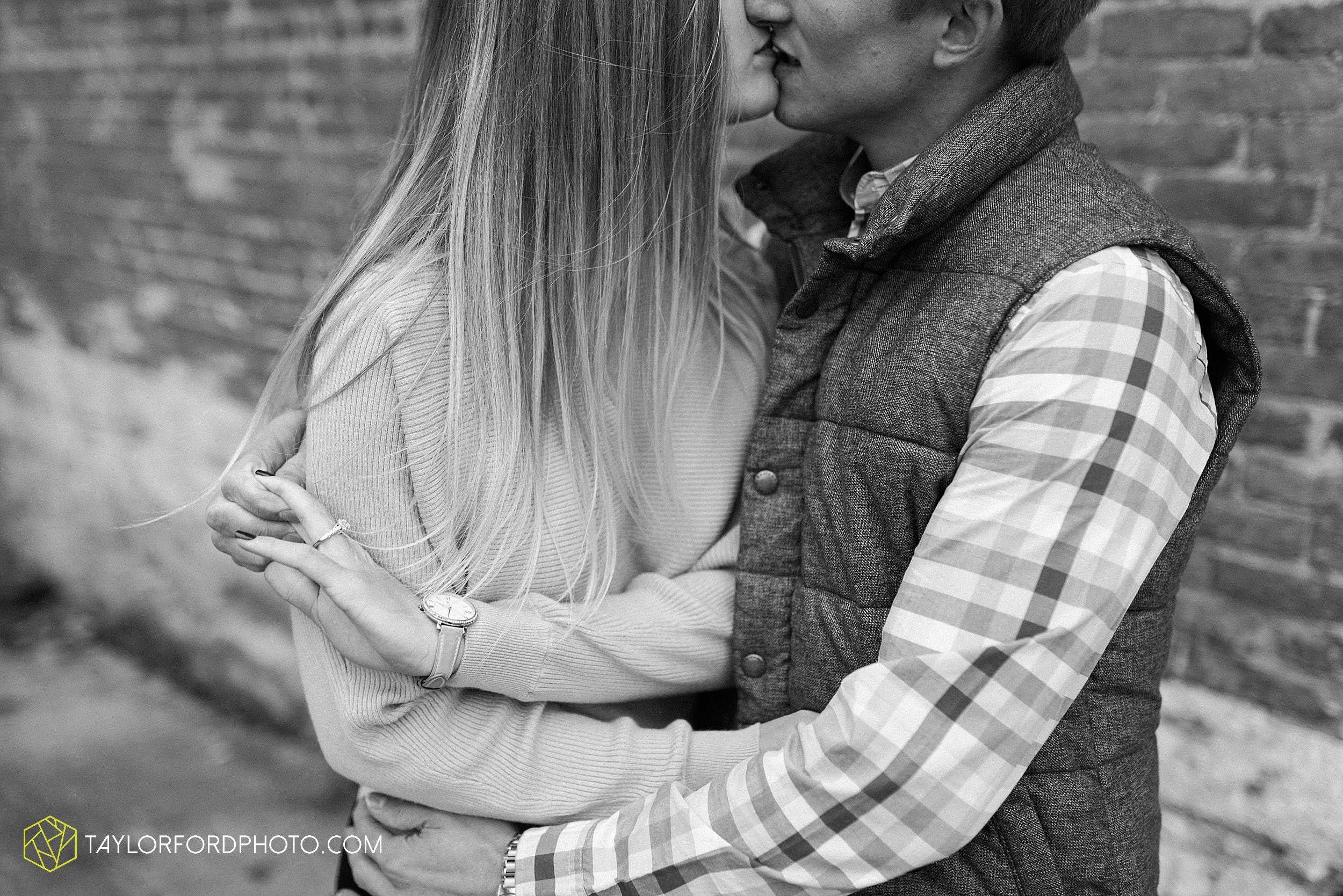 joce-chris-downtown-toledo-museum-of-art-engagement-fall-photographer-taylor-ford-photography_1483.jpg