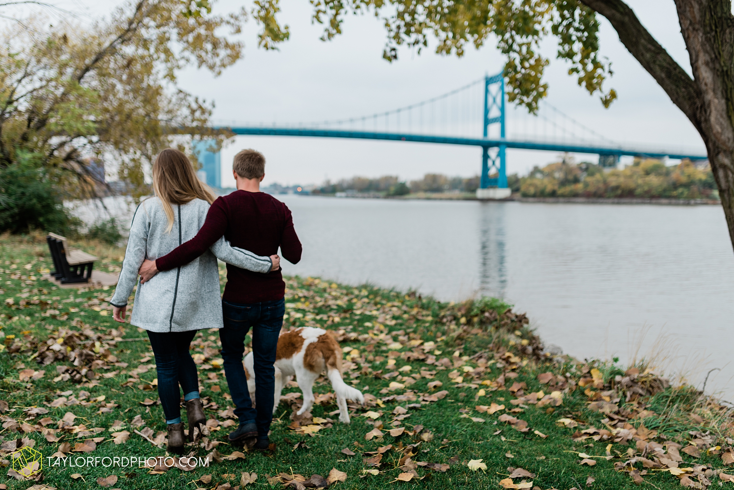 joce-chris-downtown-toledo-museum-of-art-engagement-fall-photographer-taylor-ford-photography_1492.jpg