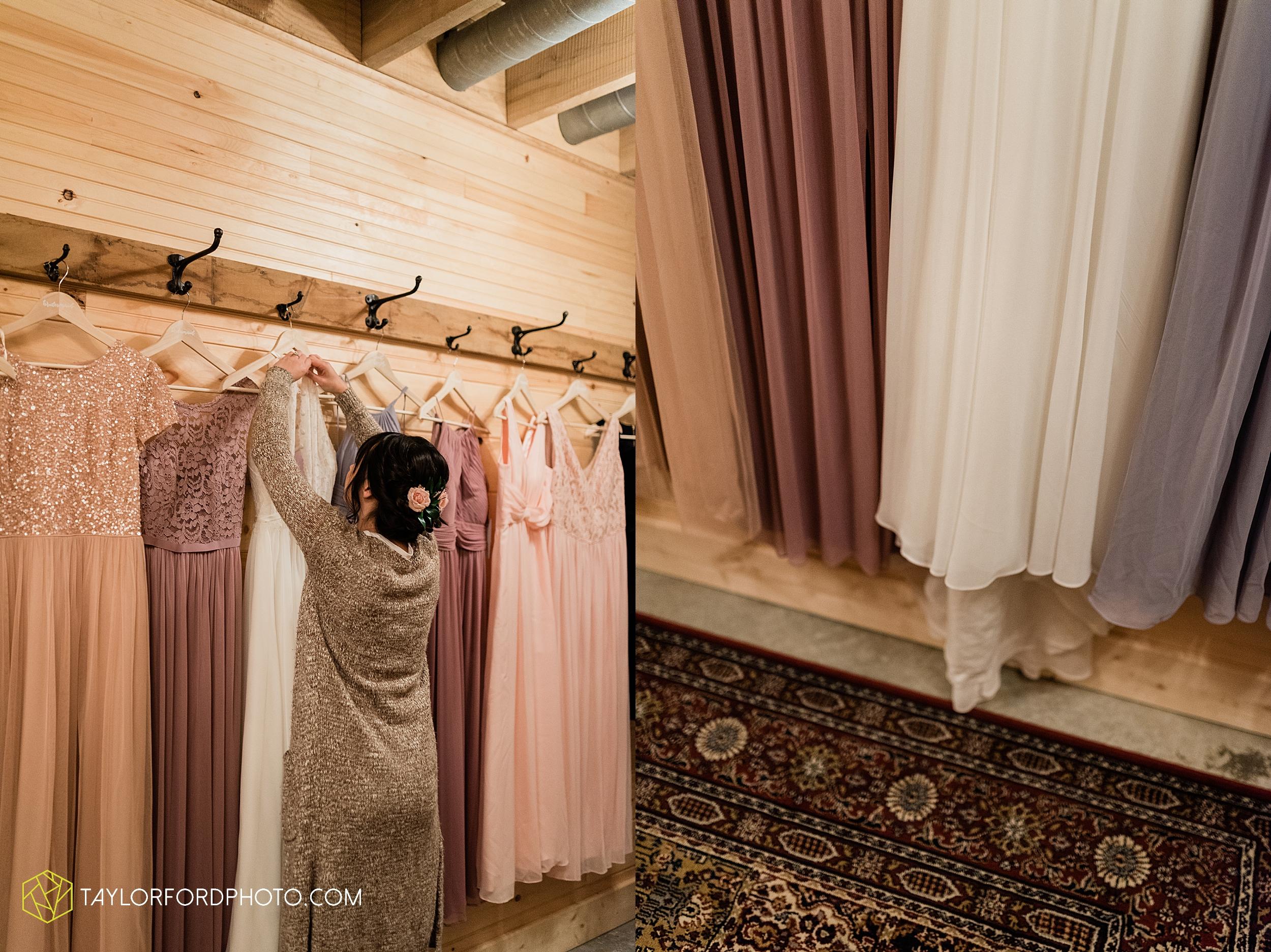 marissa-nicole-nick-daeger-orrmont-estate-farm-wedding-piqua-dayton-troy-ohio-fall-photographer-taylor-ford-photography_1499.jpg