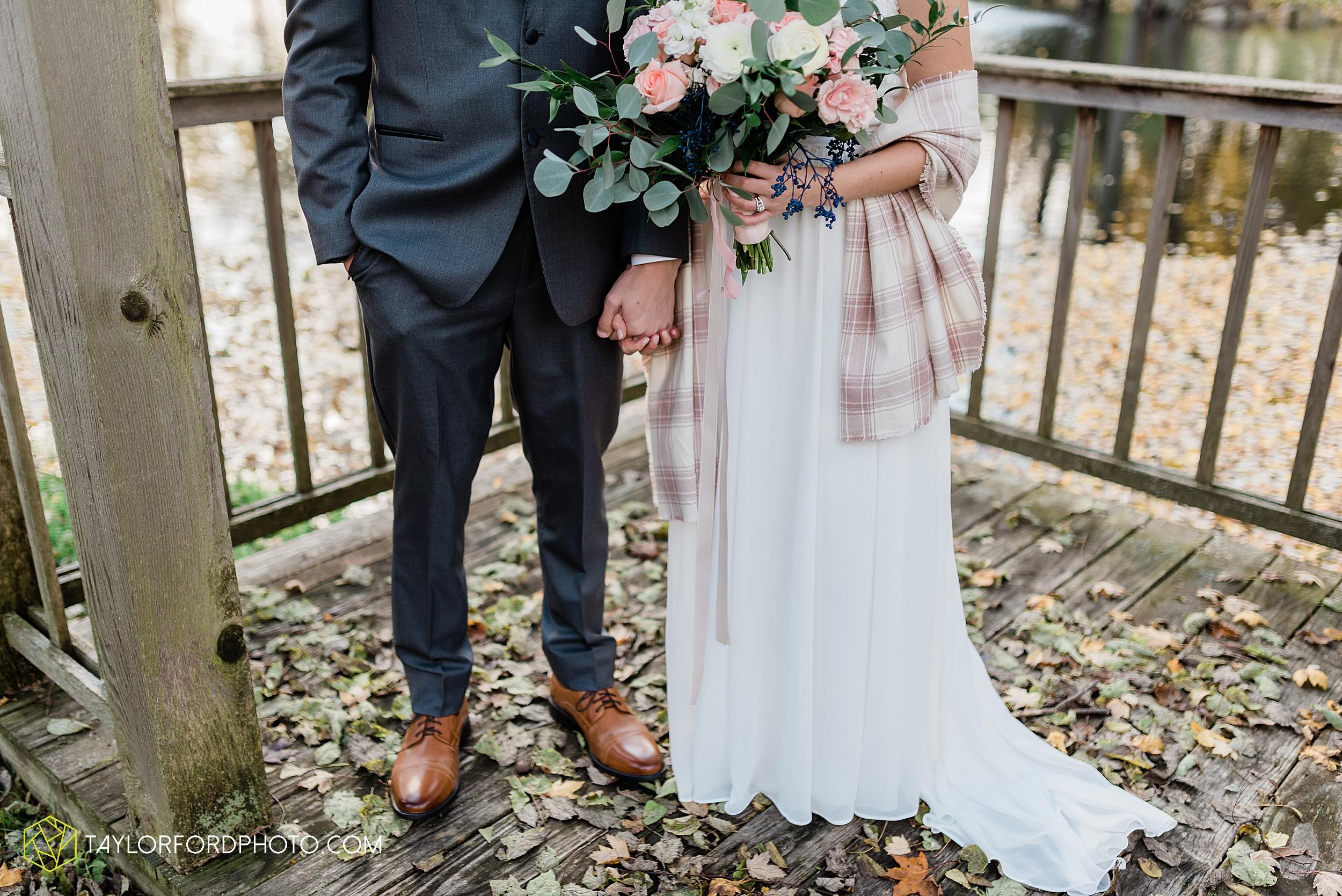 marissa-nicole-nick-daeger-orrmont-estate-farm-wedding-piqua-dayton-troy-ohio-fall-photographer-taylor-ford-photography_1510.jpg