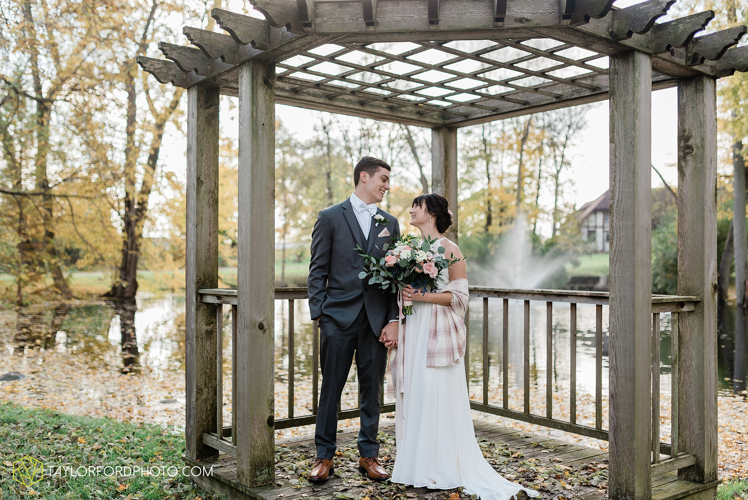 marissa-nicole-nick-daeger-orrmont-estate-farm-wedding-piqua-dayton-troy-ohio-fall-photographer-taylor-ford-photography_1512.jpg