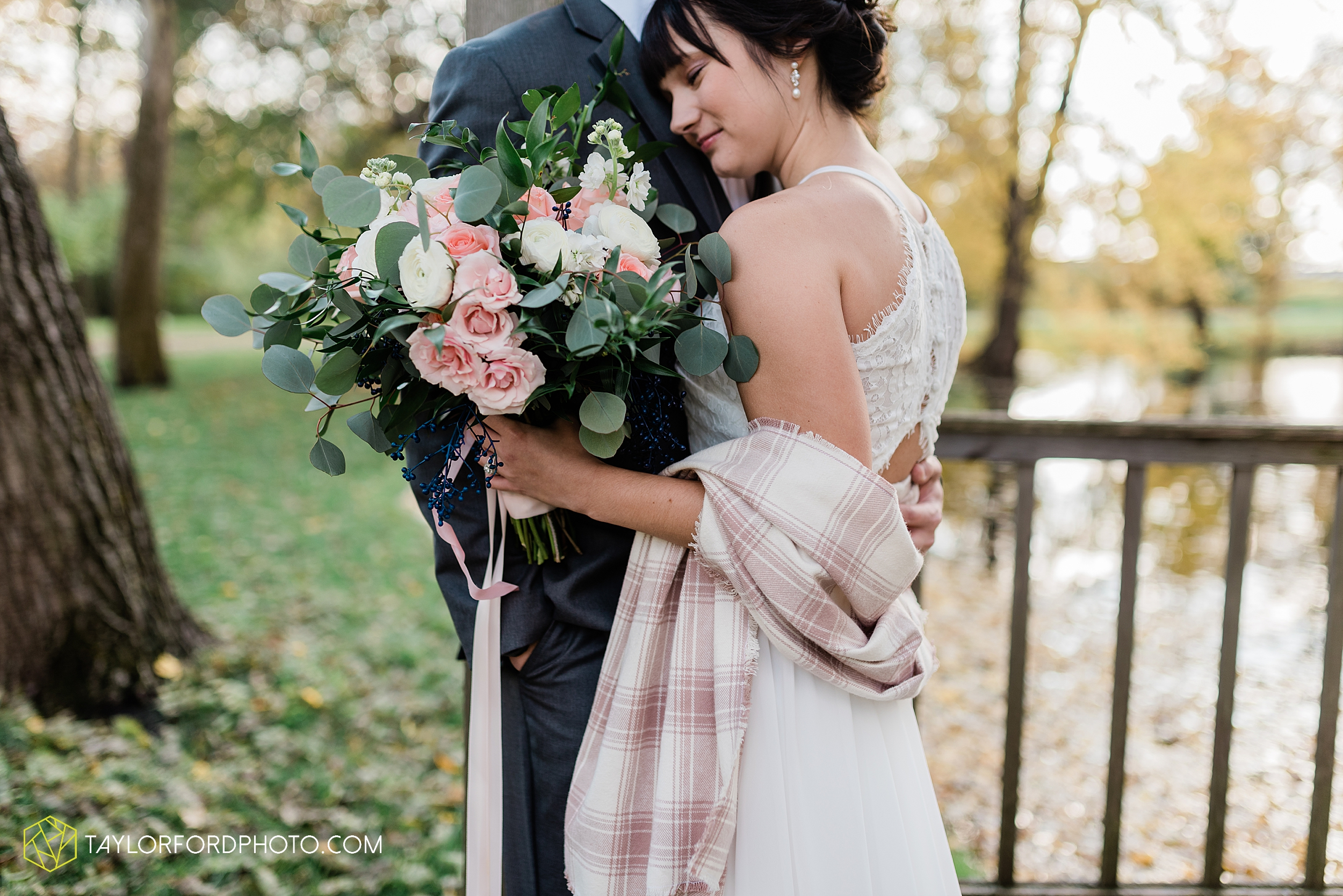 marissa-nicole-nick-daeger-orrmont-estate-farm-wedding-piqua-dayton-troy-ohio-fall-photographer-taylor-ford-photography_1513.jpg