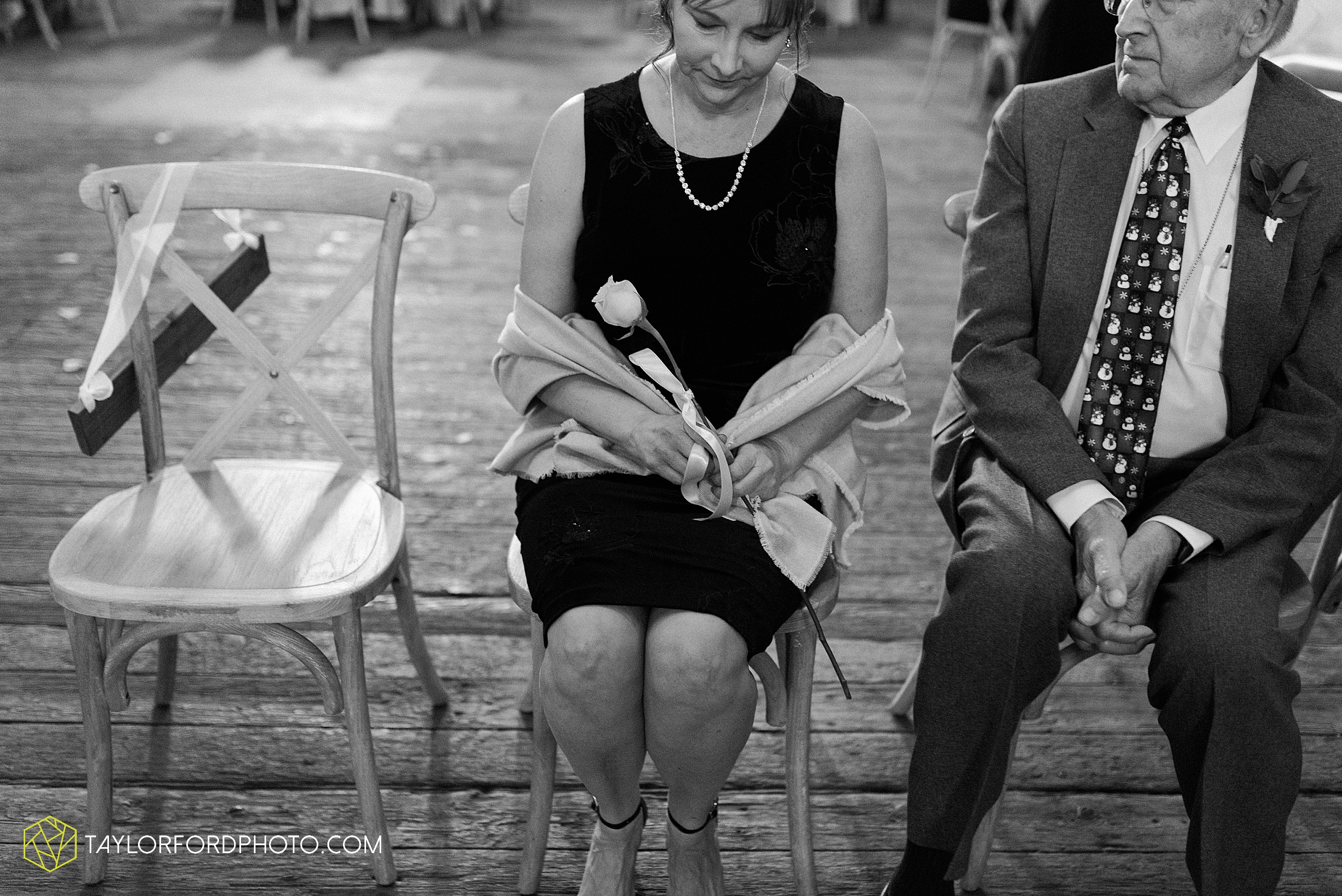 marissa-nicole-nick-daeger-orrmont-estate-farm-wedding-piqua-dayton-troy-ohio-fall-photographer-taylor-ford-photography_1522.jpg