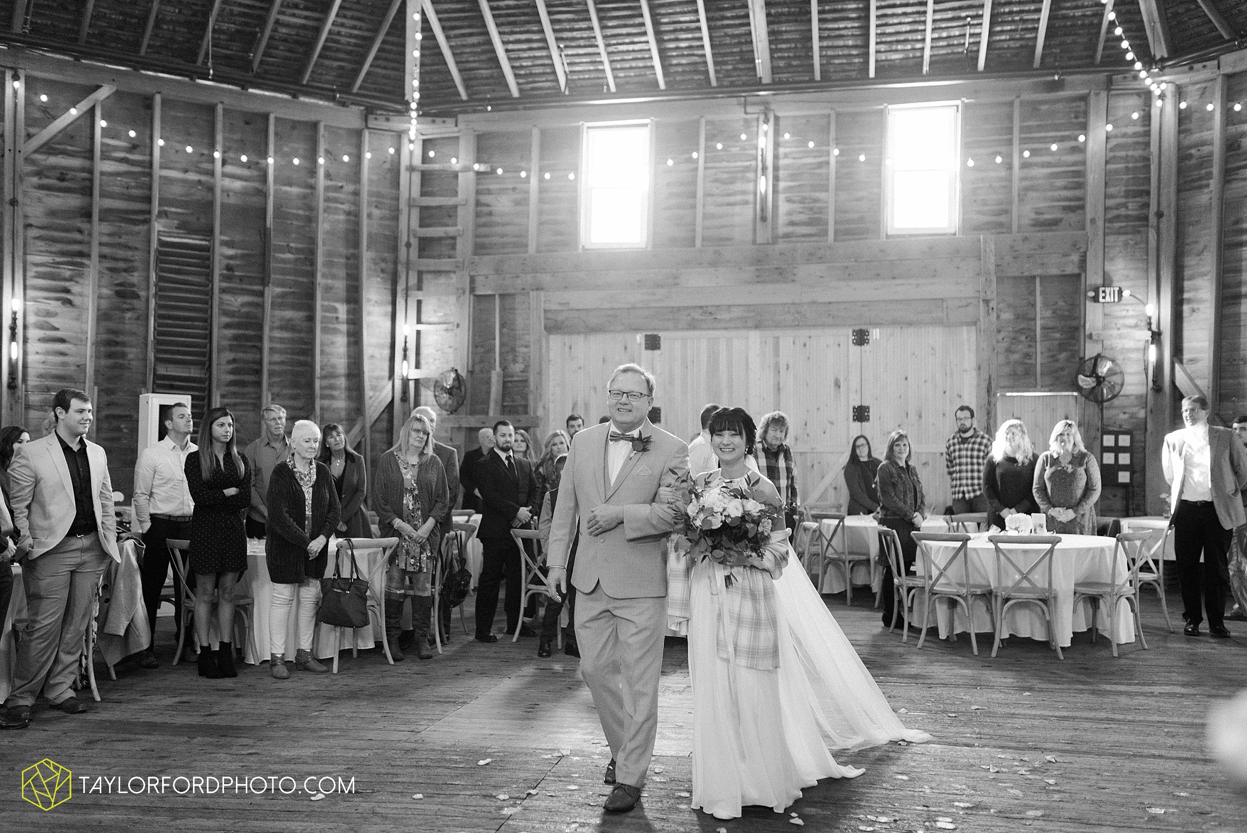 marissa-nicole-nick-daeger-orrmont-estate-farm-wedding-piqua-dayton-troy-ohio-fall-photographer-taylor-ford-photography_1525.jpg