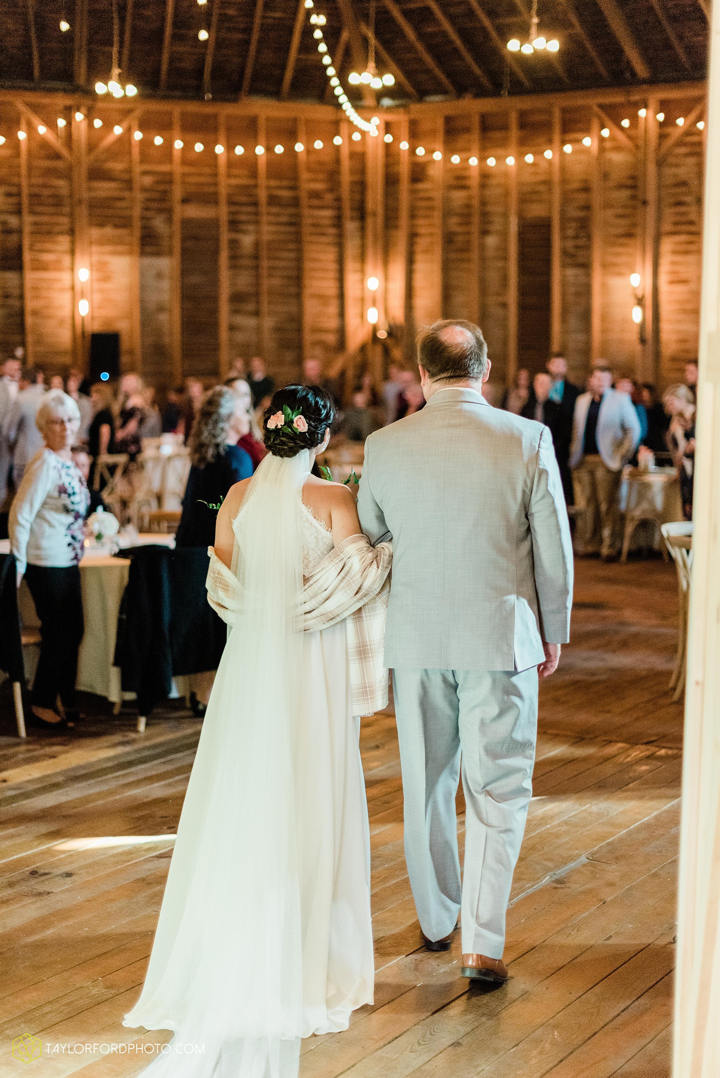 marissa-nicole-nick-daeger-orrmont-estate-farm-wedding-piqua-dayton-troy-ohio-fall-photographer-taylor-ford-photography_1526.jpg