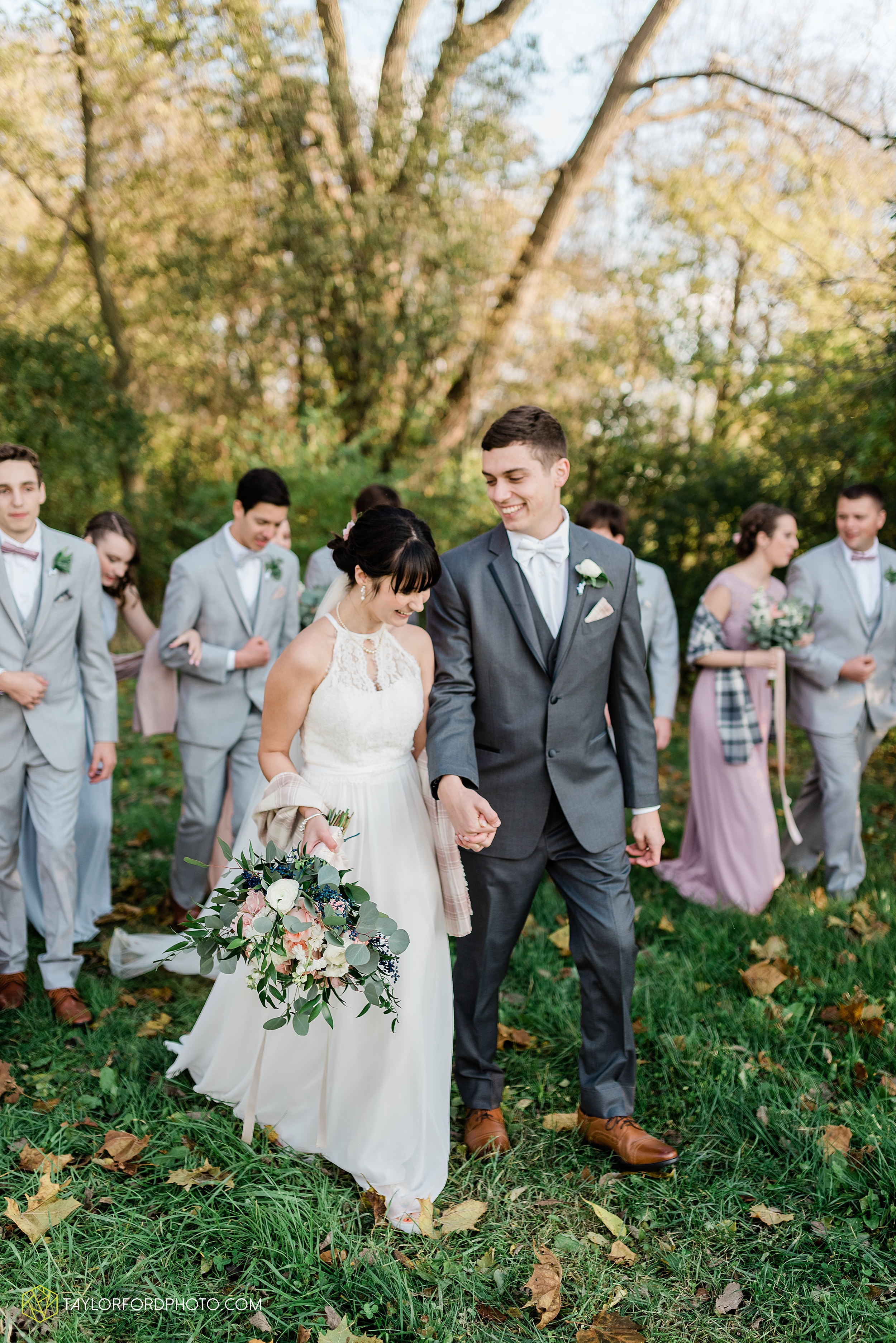 marissa-nicole-nick-daeger-orrmont-estate-farm-wedding-piqua-dayton-troy-ohio-fall-photographer-taylor-ford-photography_1536.jpg