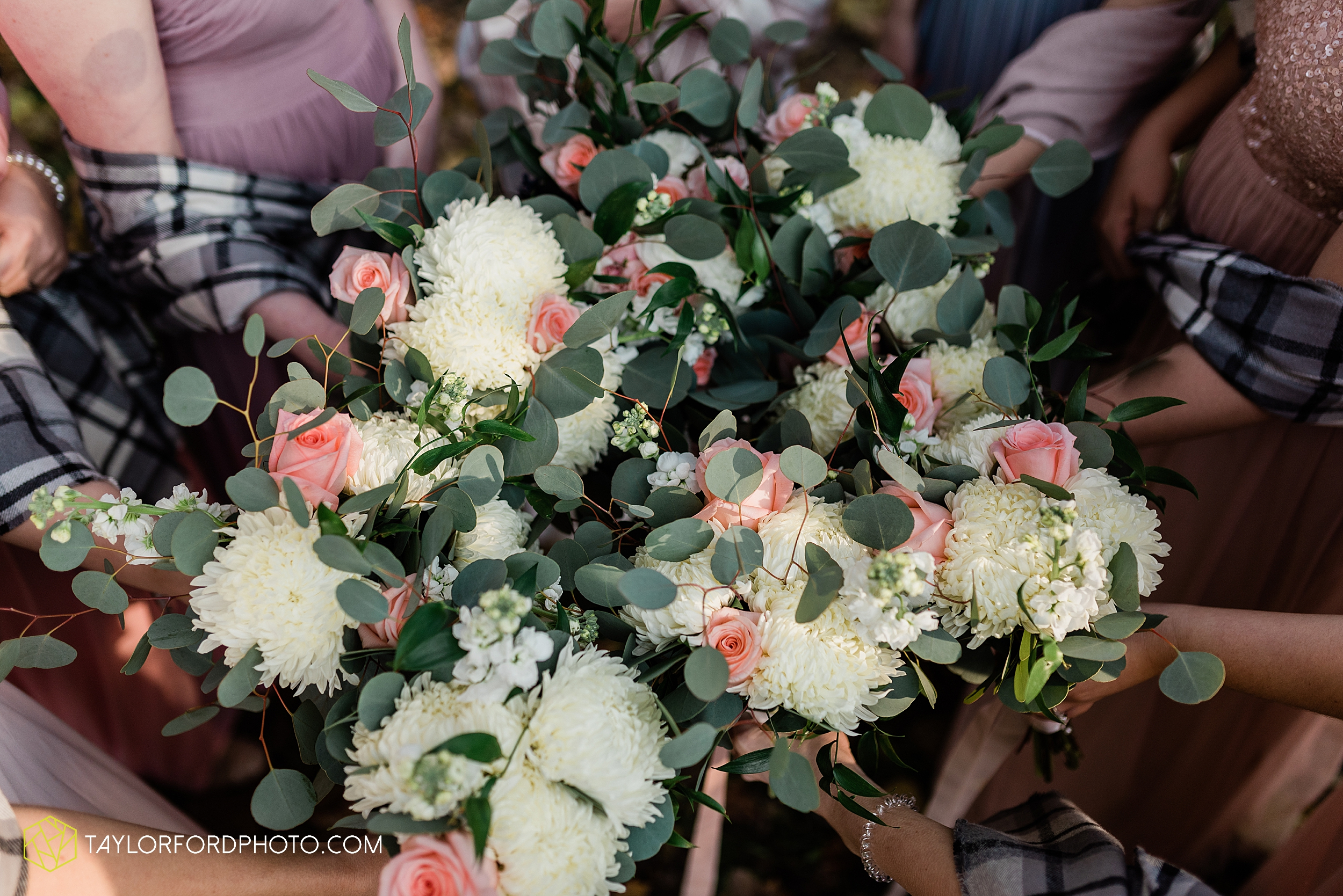 marissa-nicole-nick-daeger-orrmont-estate-farm-wedding-piqua-dayton-troy-ohio-fall-photographer-taylor-ford-photography_1539.jpg