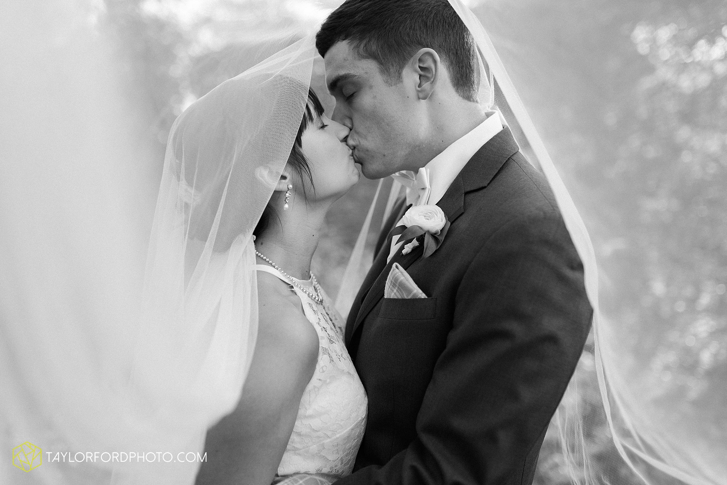 marissa-nicole-nick-daeger-orrmont-estate-farm-wedding-piqua-dayton-troy-ohio-fall-photographer-taylor-ford-photography_1549.jpg