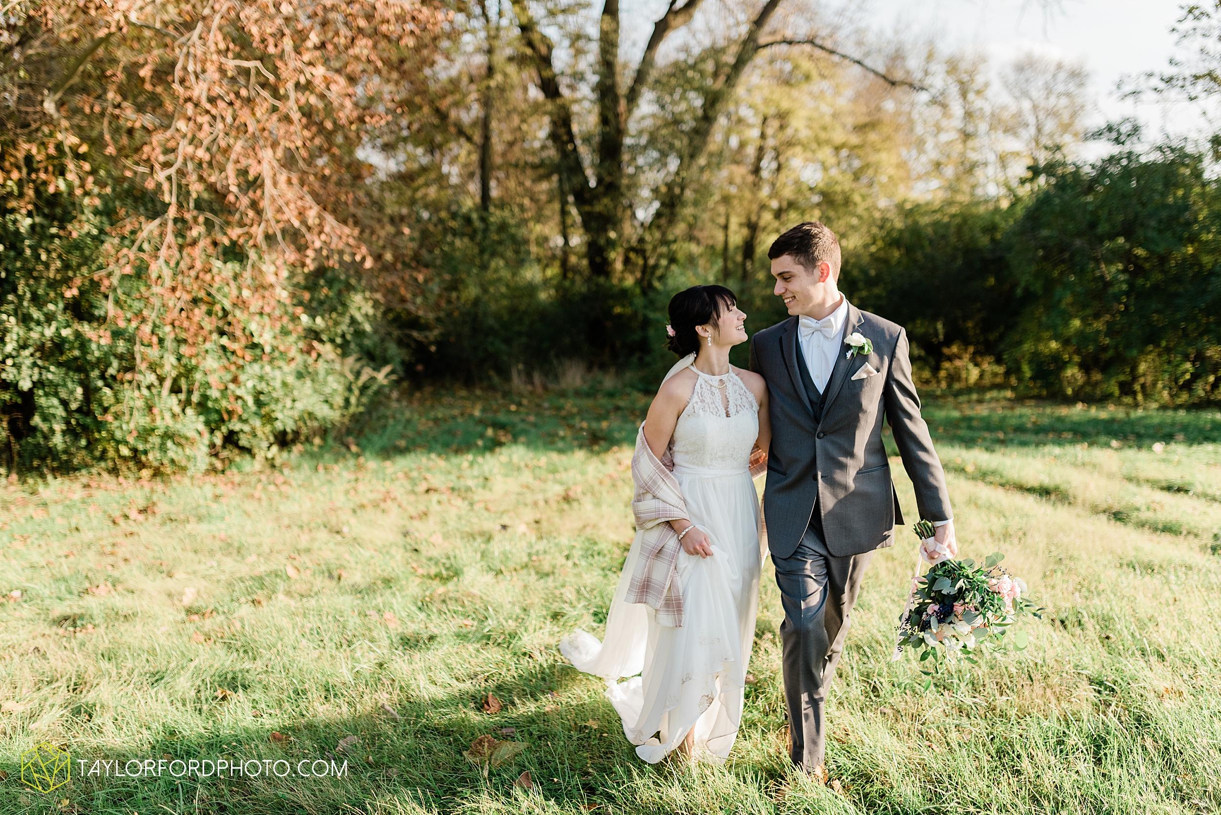 marissa-nicole-nick-daeger-orrmont-estate-farm-wedding-piqua-dayton-troy-ohio-fall-photographer-taylor-ford-photography_1552.jpg