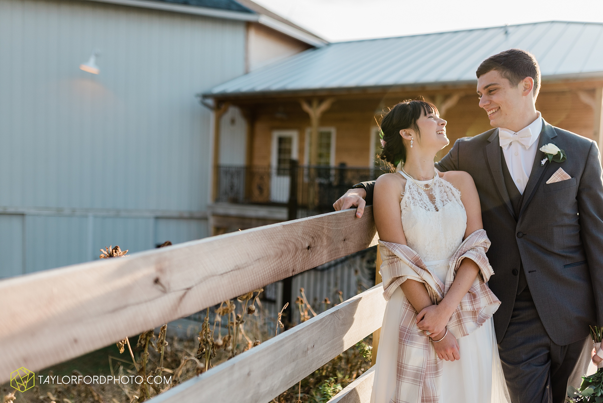 marissa-nicole-nick-daeger-orrmont-estate-farm-wedding-piqua-dayton-troy-ohio-fall-photographer-taylor-ford-photography_1555.jpg