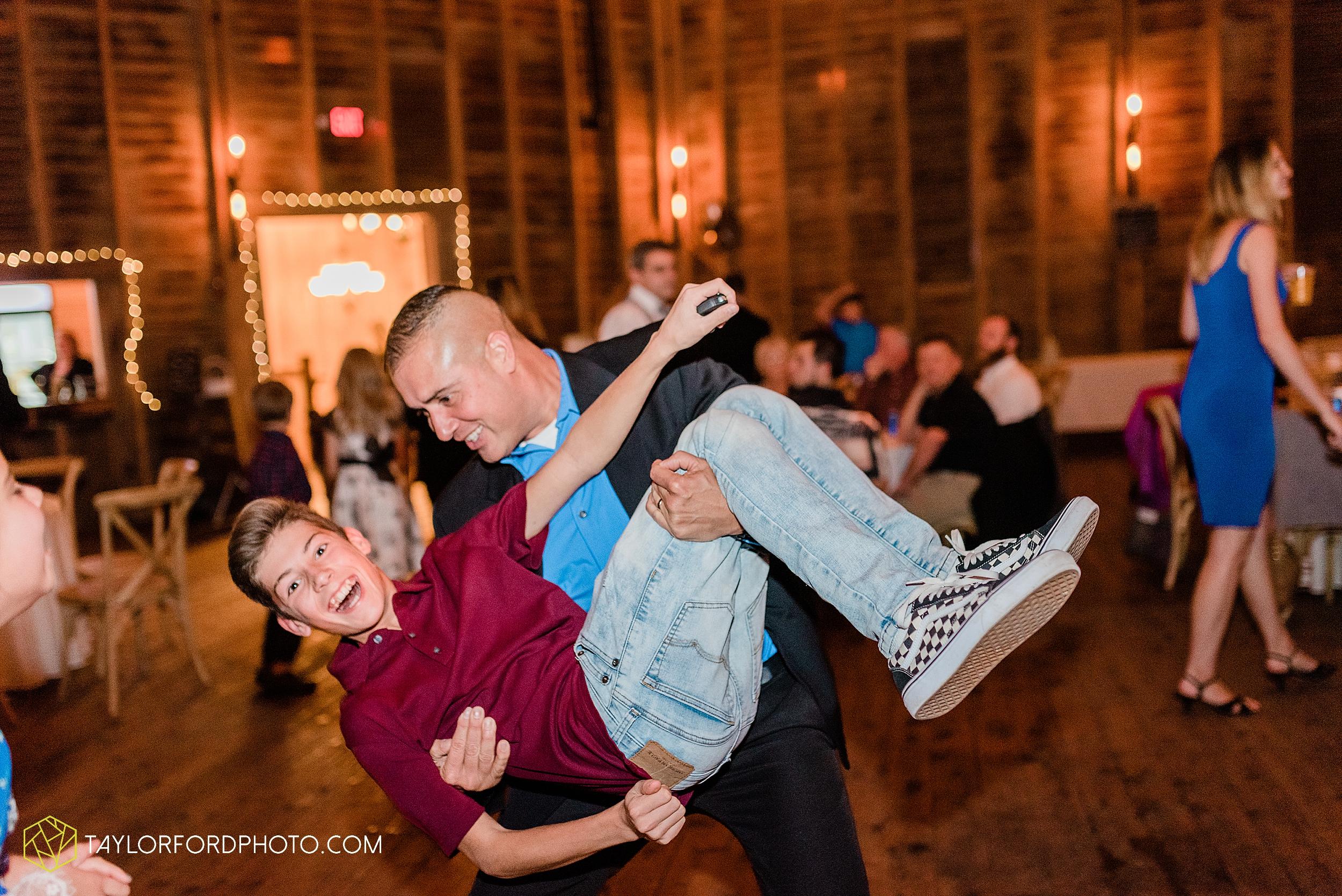marissa-nicole-nick-daeger-orrmont-estate-farm-wedding-piqua-dayton-troy-ohio-fall-photographer-taylor-ford-photography_1563.jpg