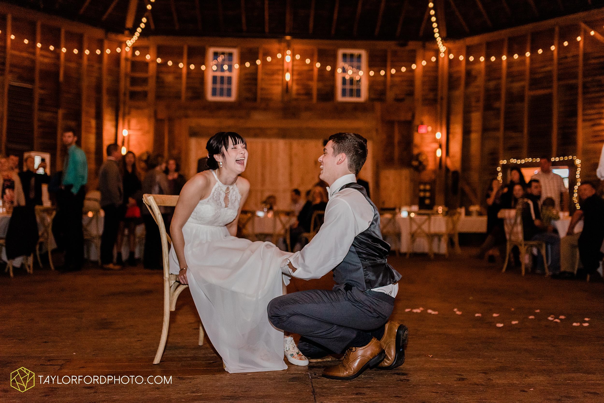 marissa-nicole-nick-daeger-orrmont-estate-farm-wedding-piqua-dayton-troy-ohio-fall-photographer-taylor-ford-photography_1567.jpg