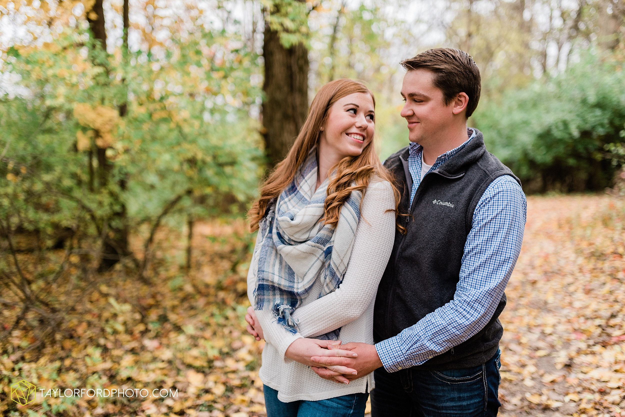 becca-connor-bonnell-fort-wayne-indiana-couples-mini-session-salomon-farm-fall-october-photographer-taylor-ford-photography_1629.jpg