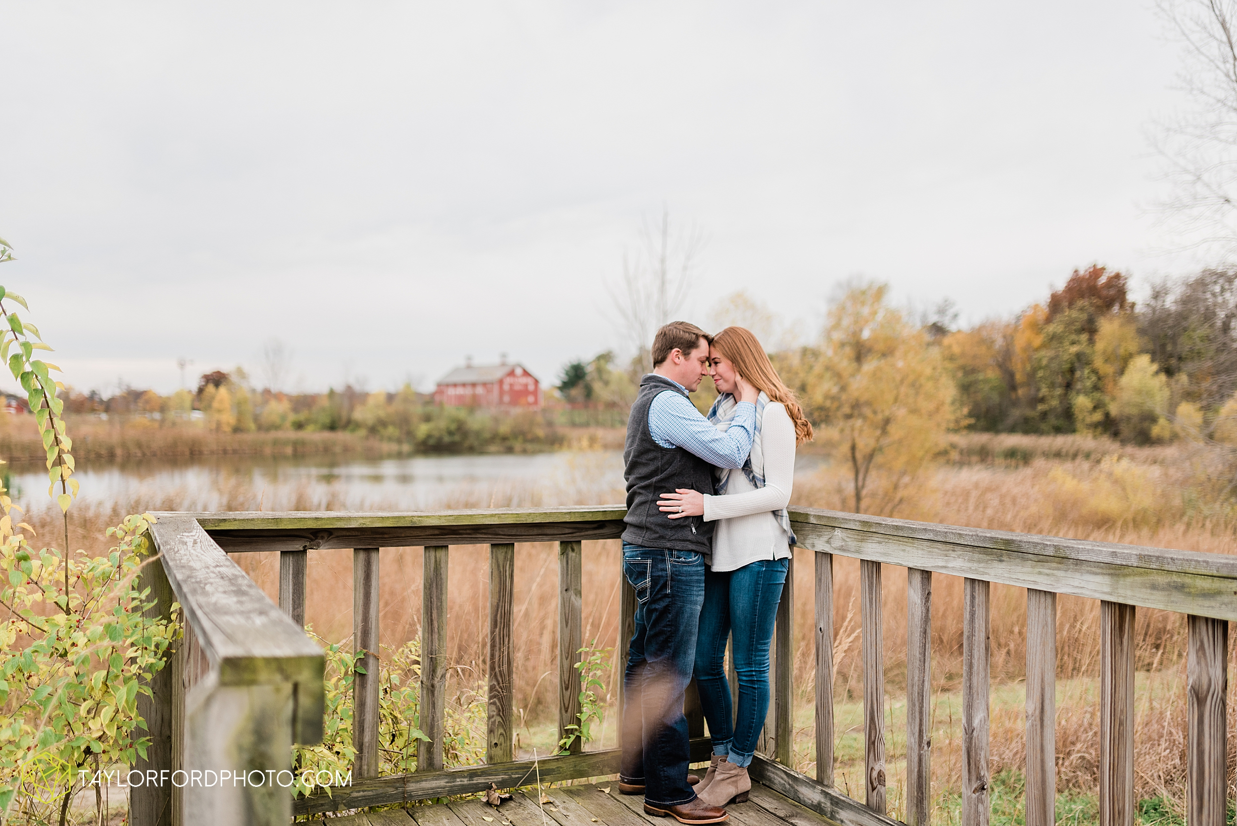 becca-connor-bonnell-fort-wayne-indiana-couples-mini-session-salomon-farm-fall-october-photographer-taylor-ford-photography_1635.jpg