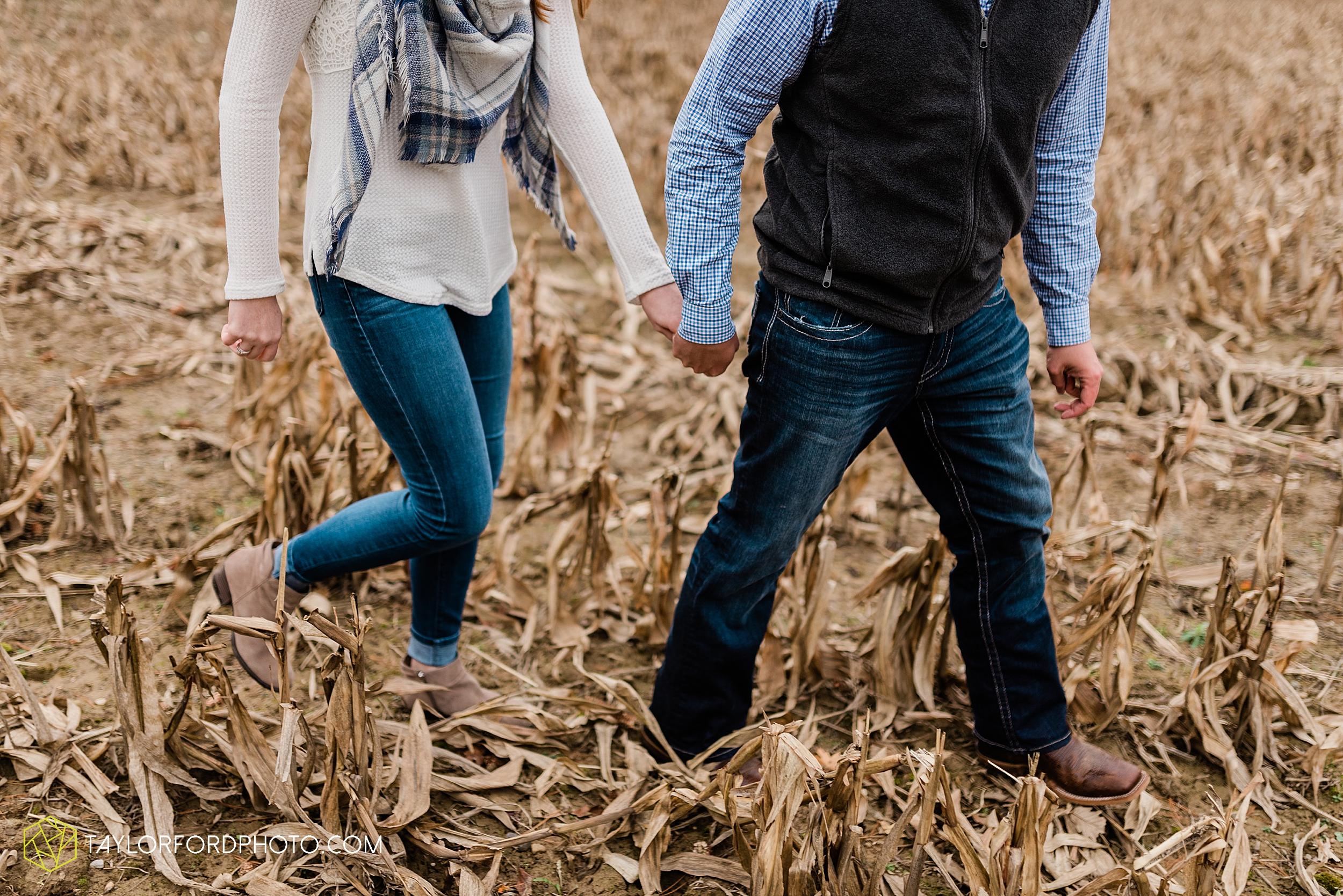 becca-connor-bonnell-fort-wayne-indiana-couples-mini-session-salomon-farm-fall-october-photographer-taylor-ford-photography_1639.jpg