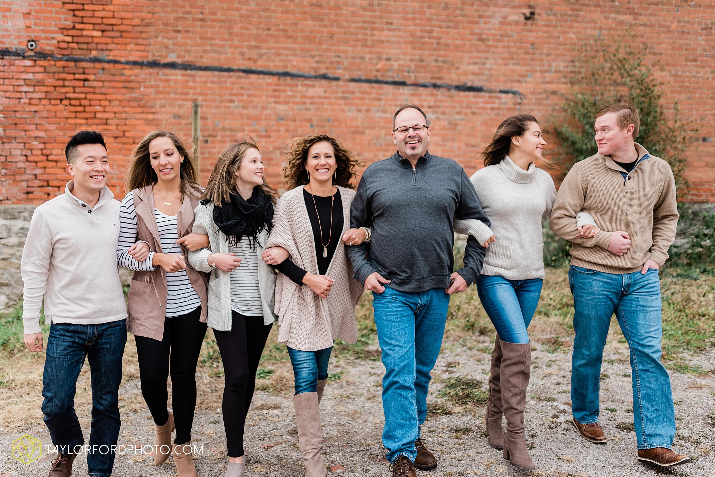 downtown-van-wert-ohio-fall-family-photographer-taylor-ford-hirschy-photographer_1642.jpg