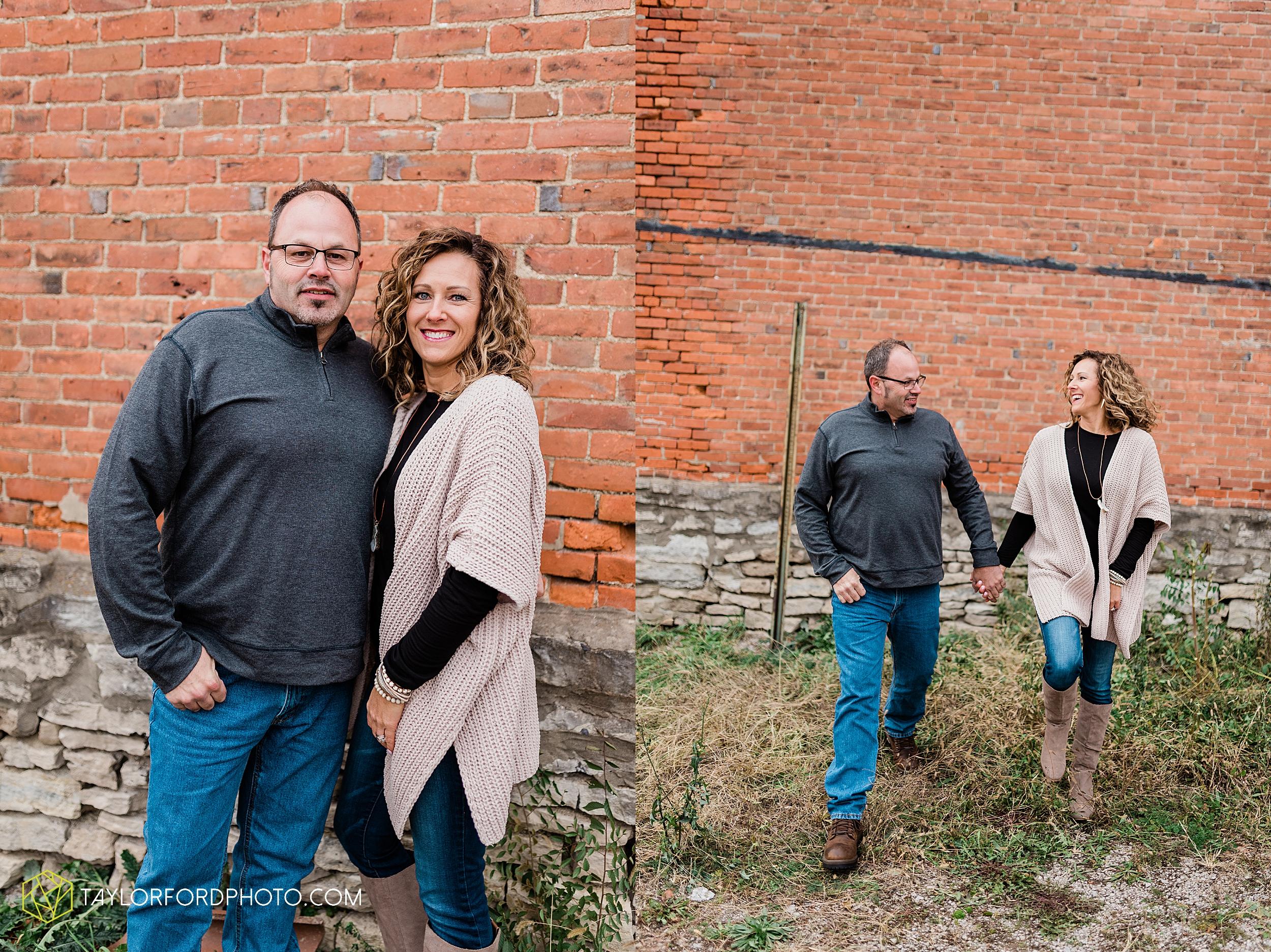 downtown-van-wert-ohio-fall-family-photographer-taylor-ford-hirschy-photographer_1651.jpg